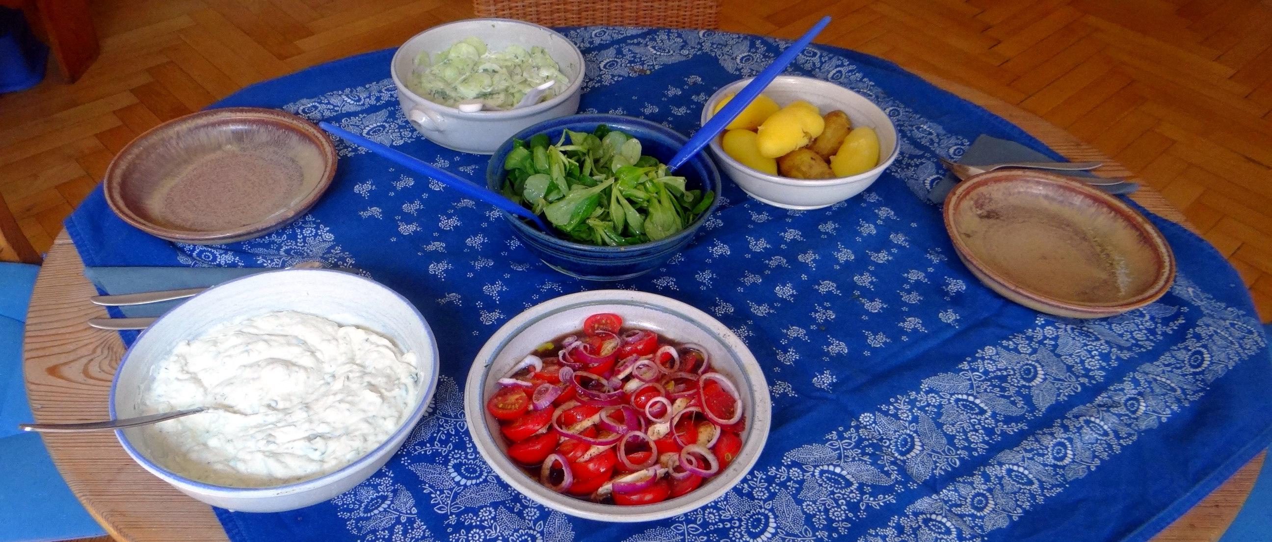 Quark,Salate,Pellkartoffeln,O