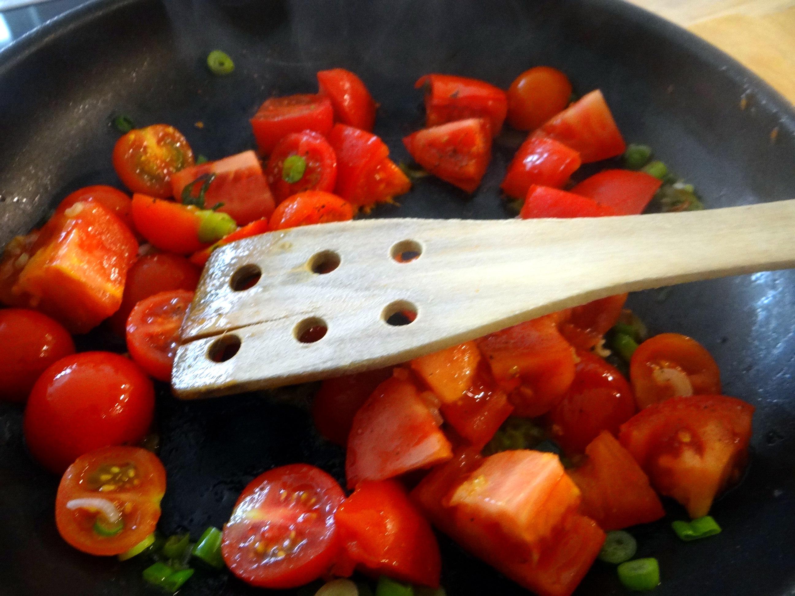 Rührei mit Tomaten,Pellkartoffeln,Gurkensalat,Erdbeeren,vegetarisch (11)