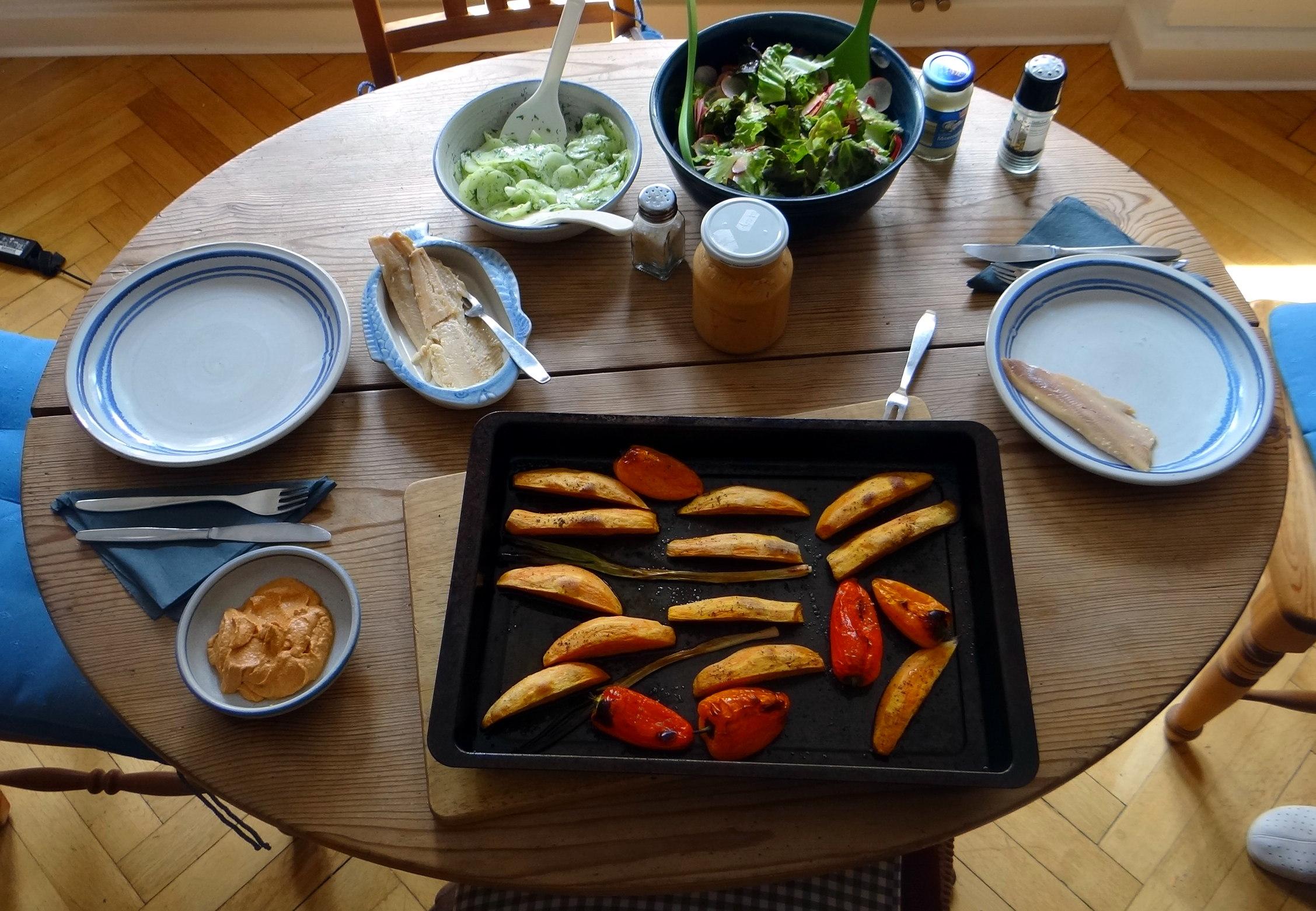 Süßkartoffel Spalten,Feta Creme,Salate (15)
