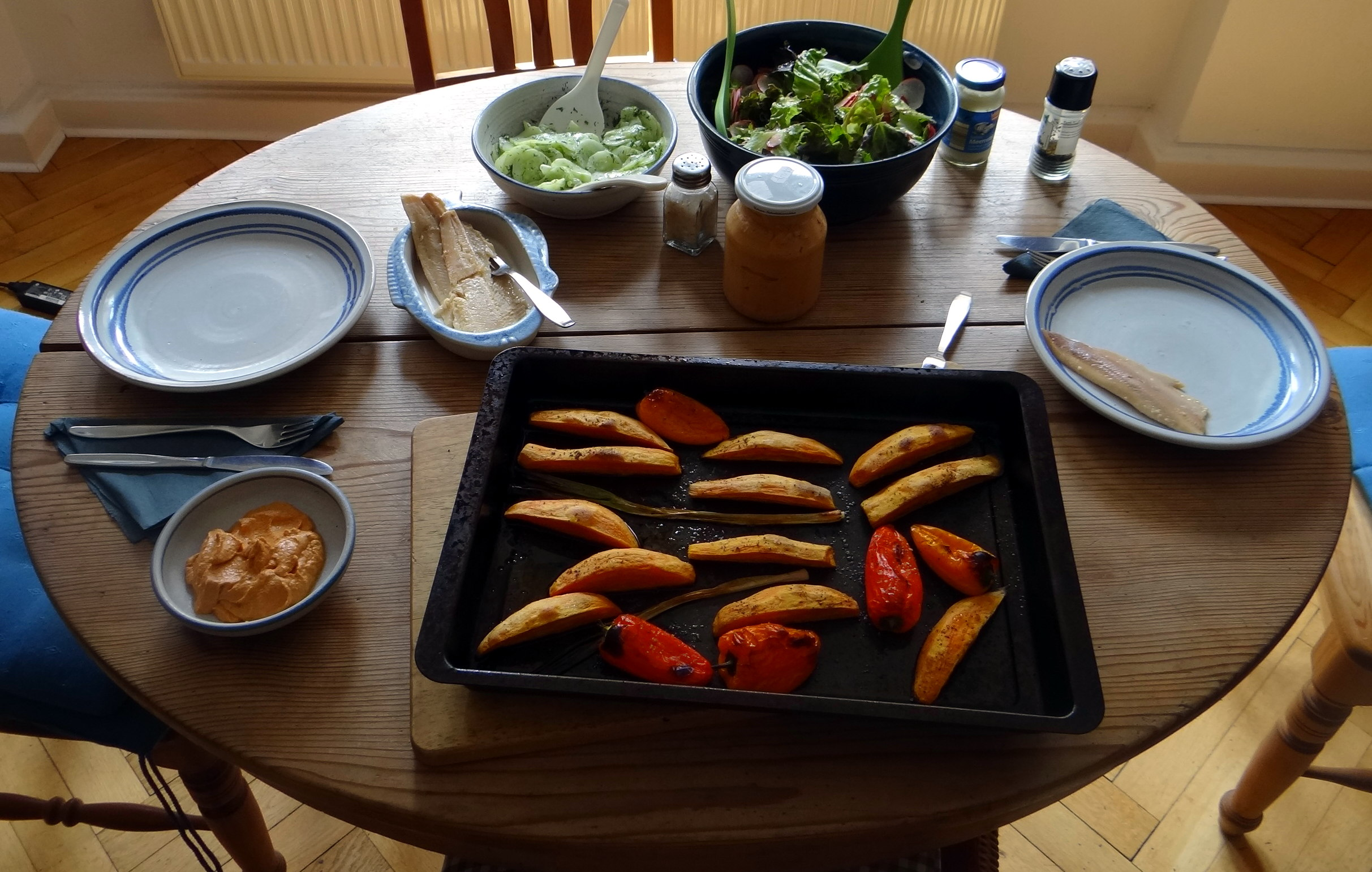 Süßkartoffel Spalten,Feta Creme,Salate (3)