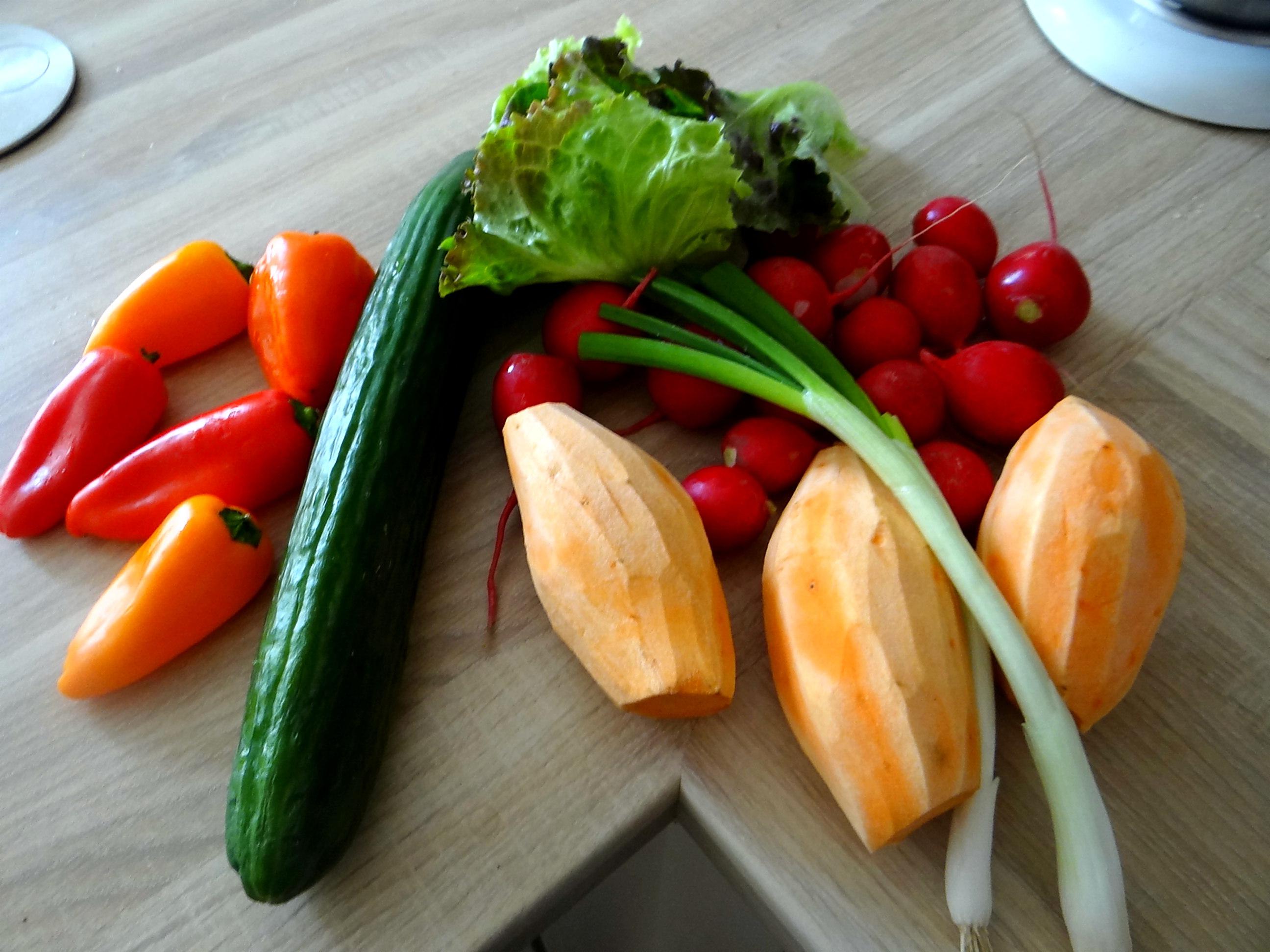 Süßkartoffel Spalten,Feta Creme,Salate (6)
