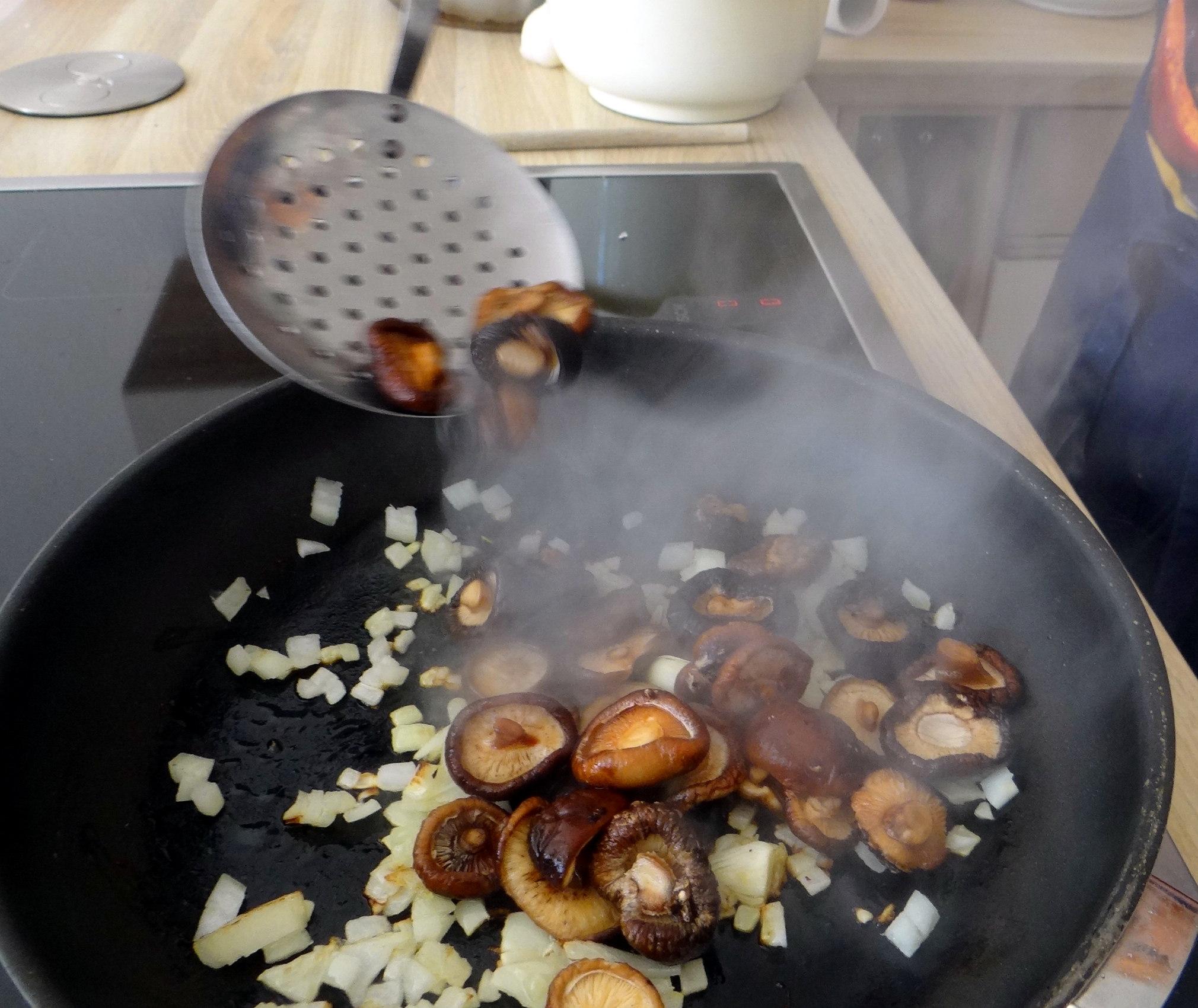 Shitake,Polenta,Pimientos,Salat, (13)