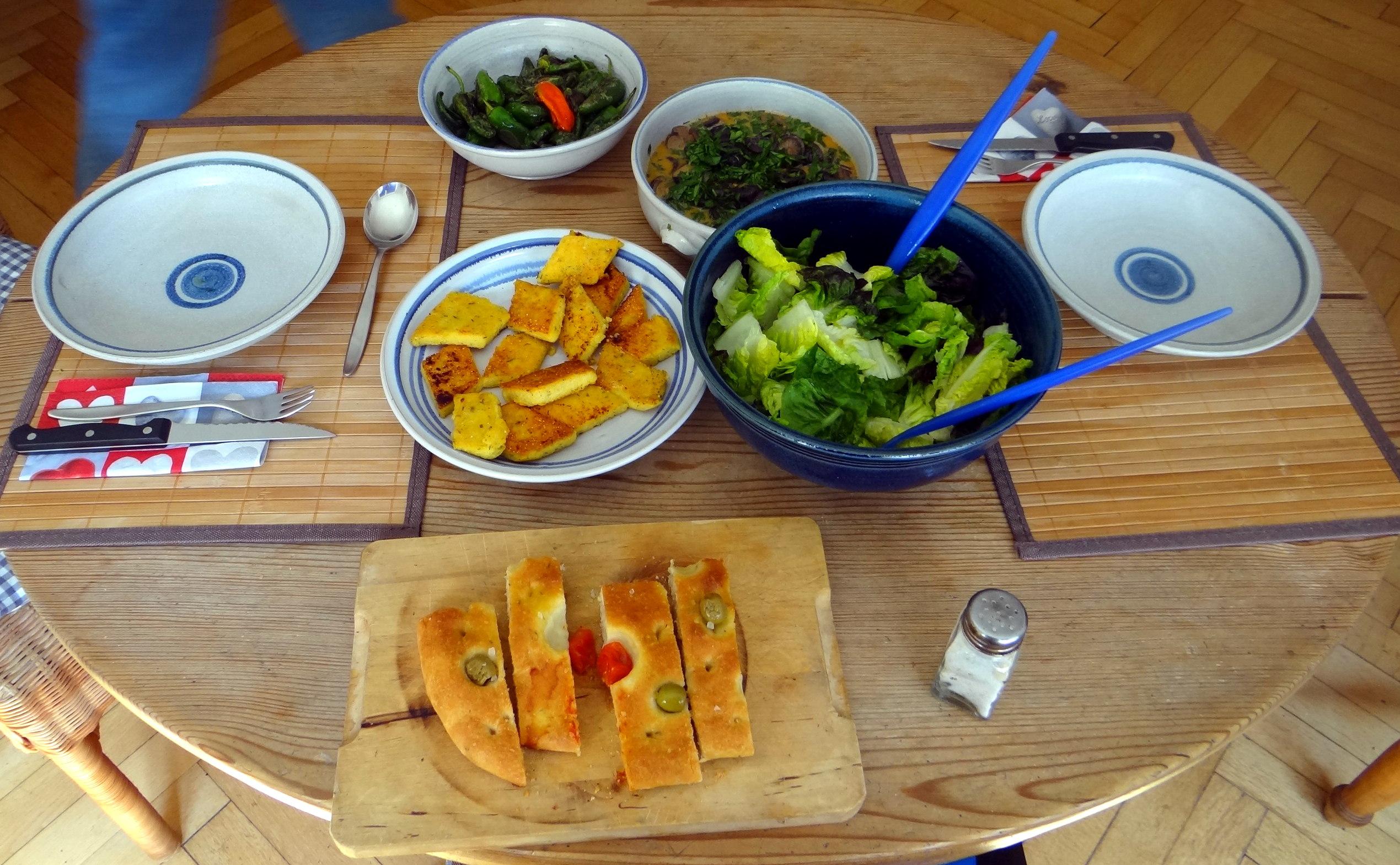 Shitake,Polenta,Pimientos,Salat, (19)