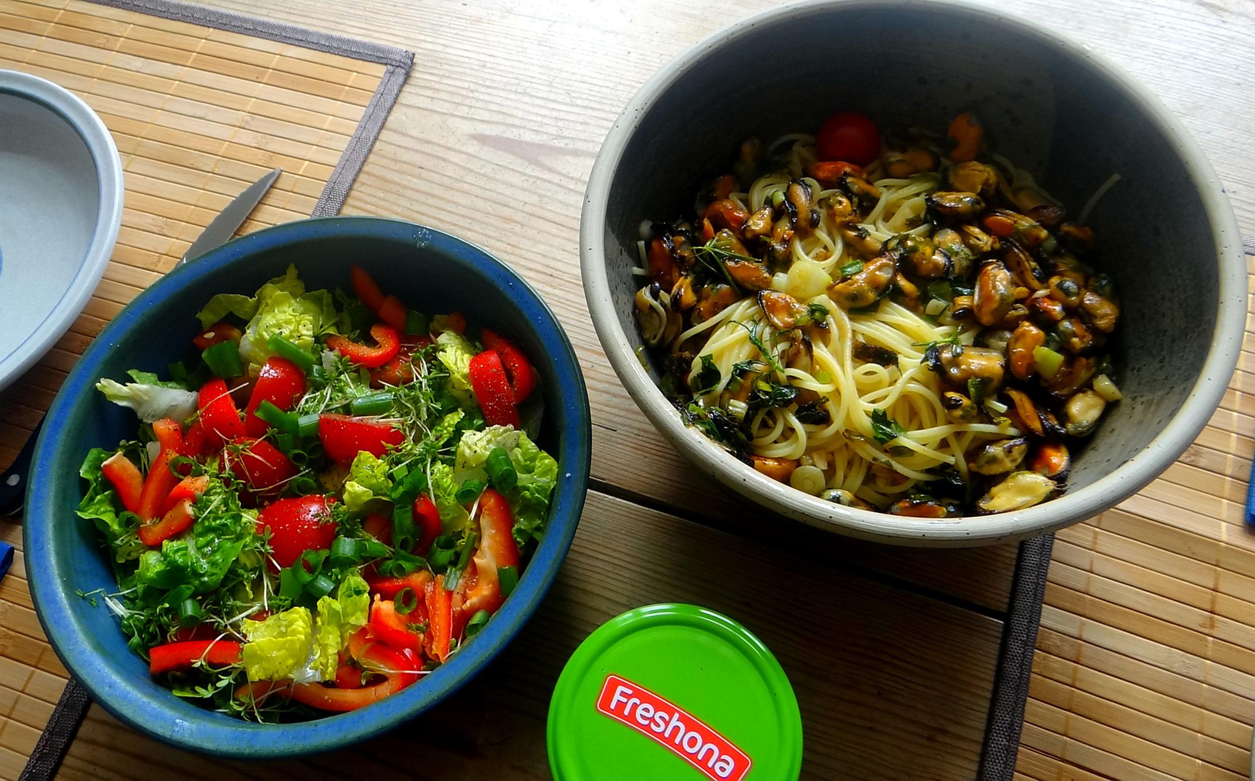 Spaghetti,Pesto,Muscheln,Salat (14)