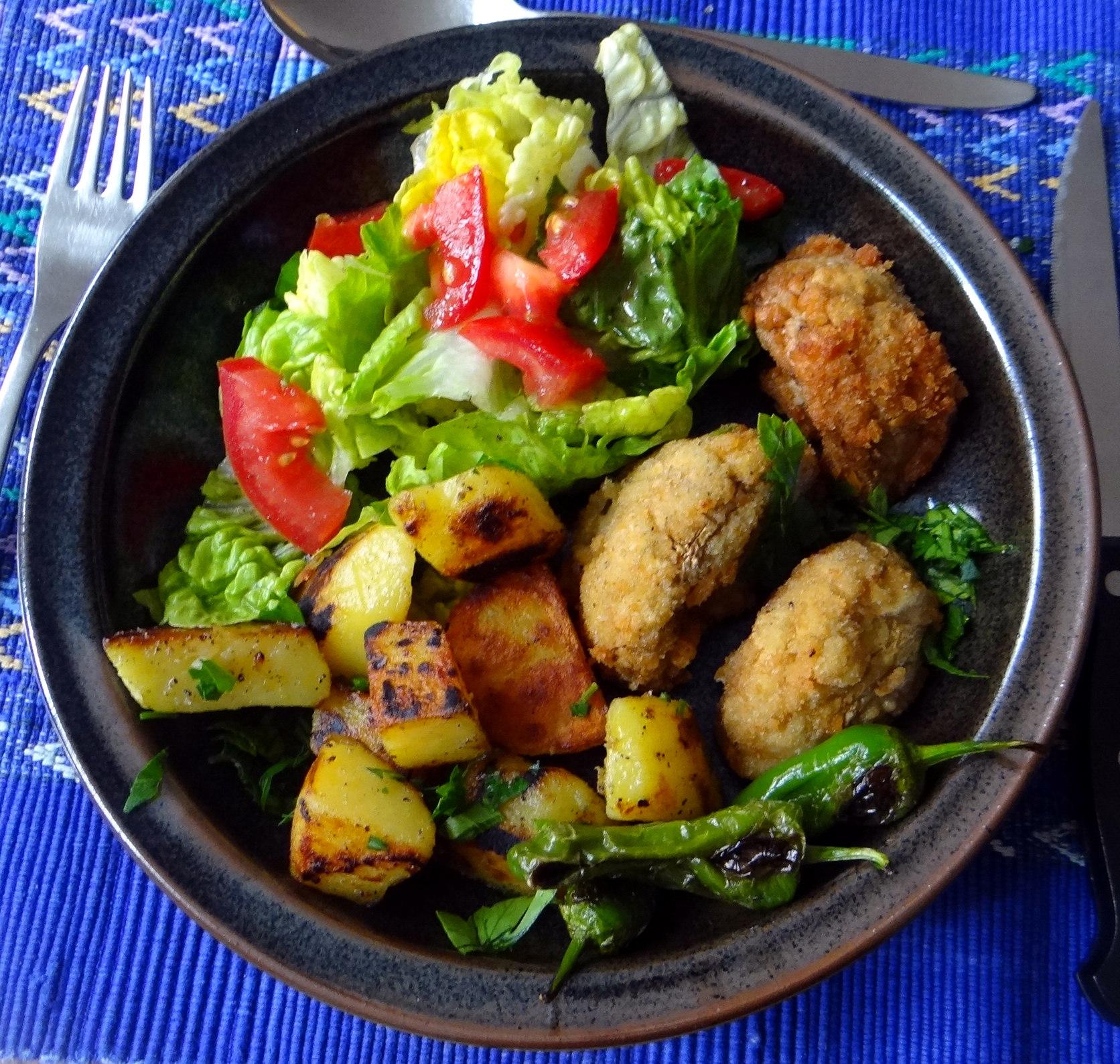 Fritierte Portobello,Bratkartoffeln,Pimientos,Salat,vegan (1)