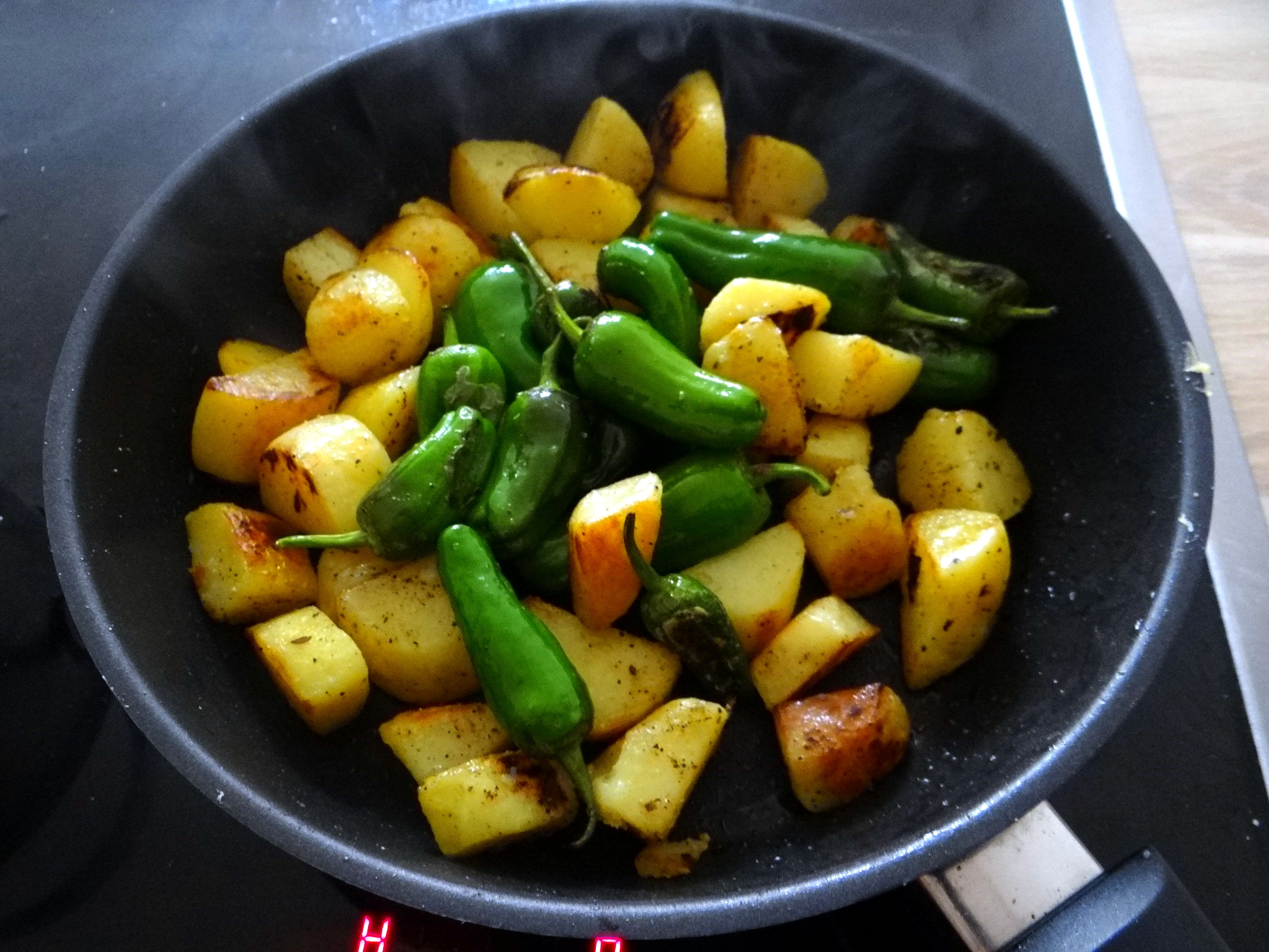 Fritierte Portobello,Bratkartoffeln,Pimientos,Salat,vegan (13)