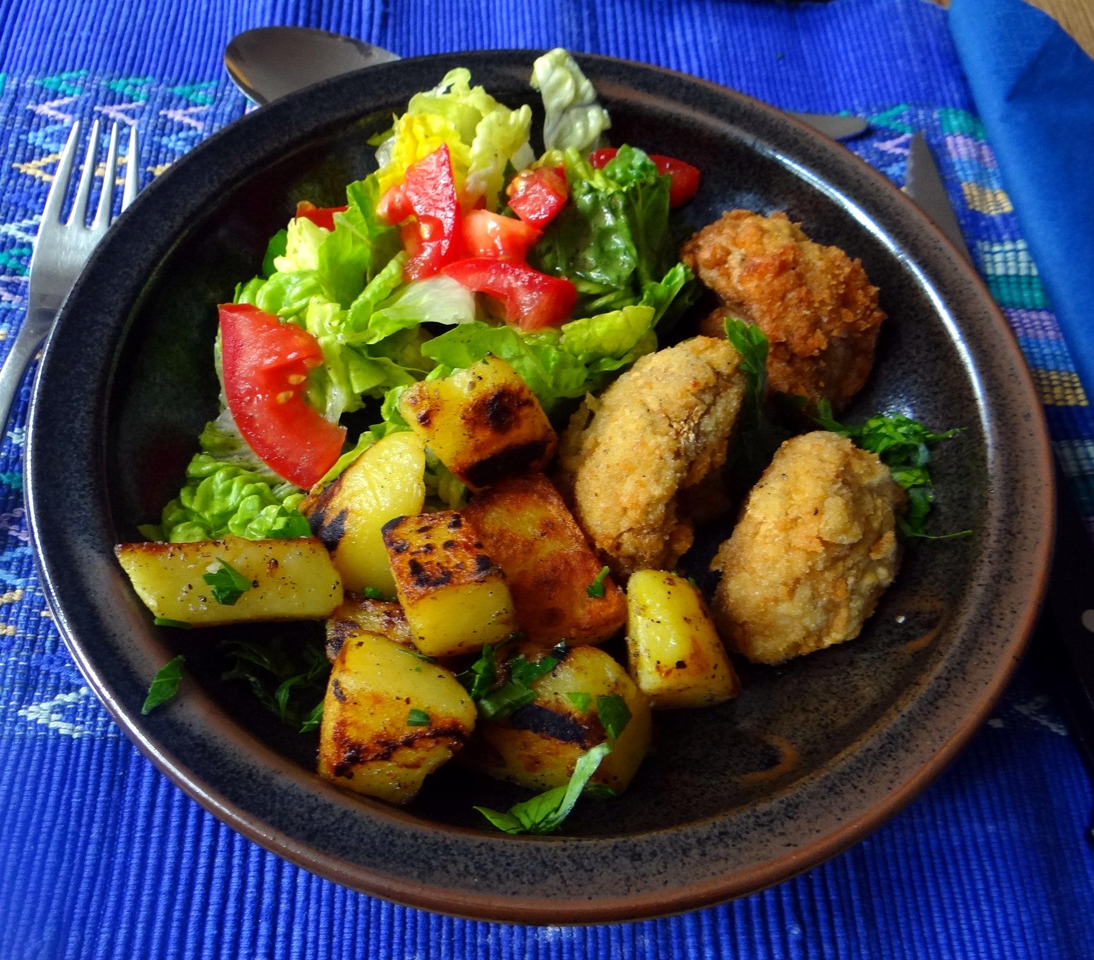 Fritierte Portobello,Bratkartoffeln,Pimientos,Salat,vegan (2)