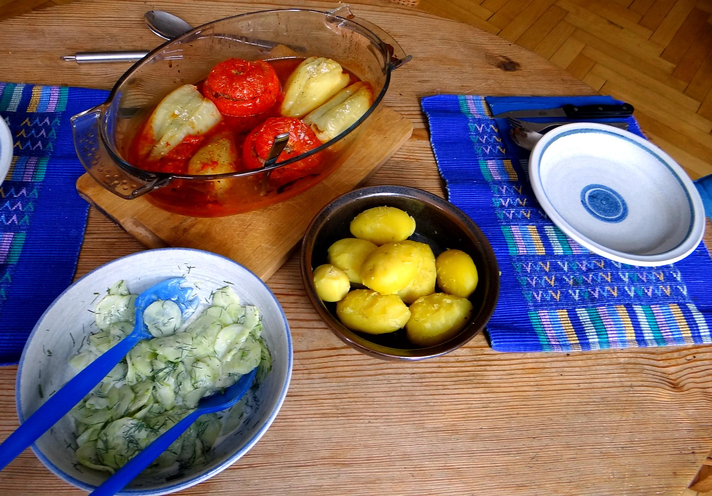 Gefüllte Paprika-Tomaten,Pellkartoffeln,Quarkspeise (12)