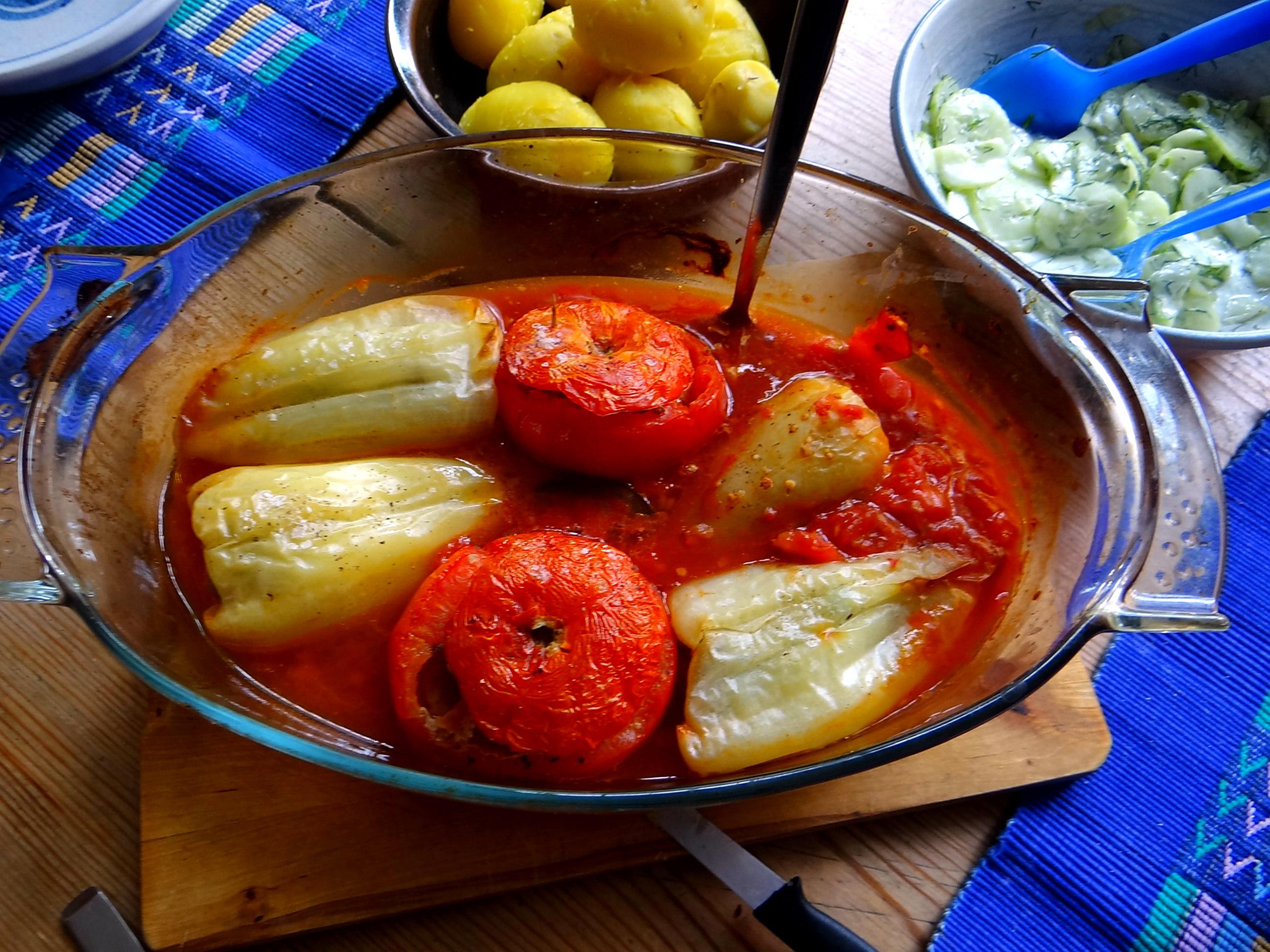 Gefüllte Paprika-Tomaten,Pellkartoffeln,Quarkspeise (13)
