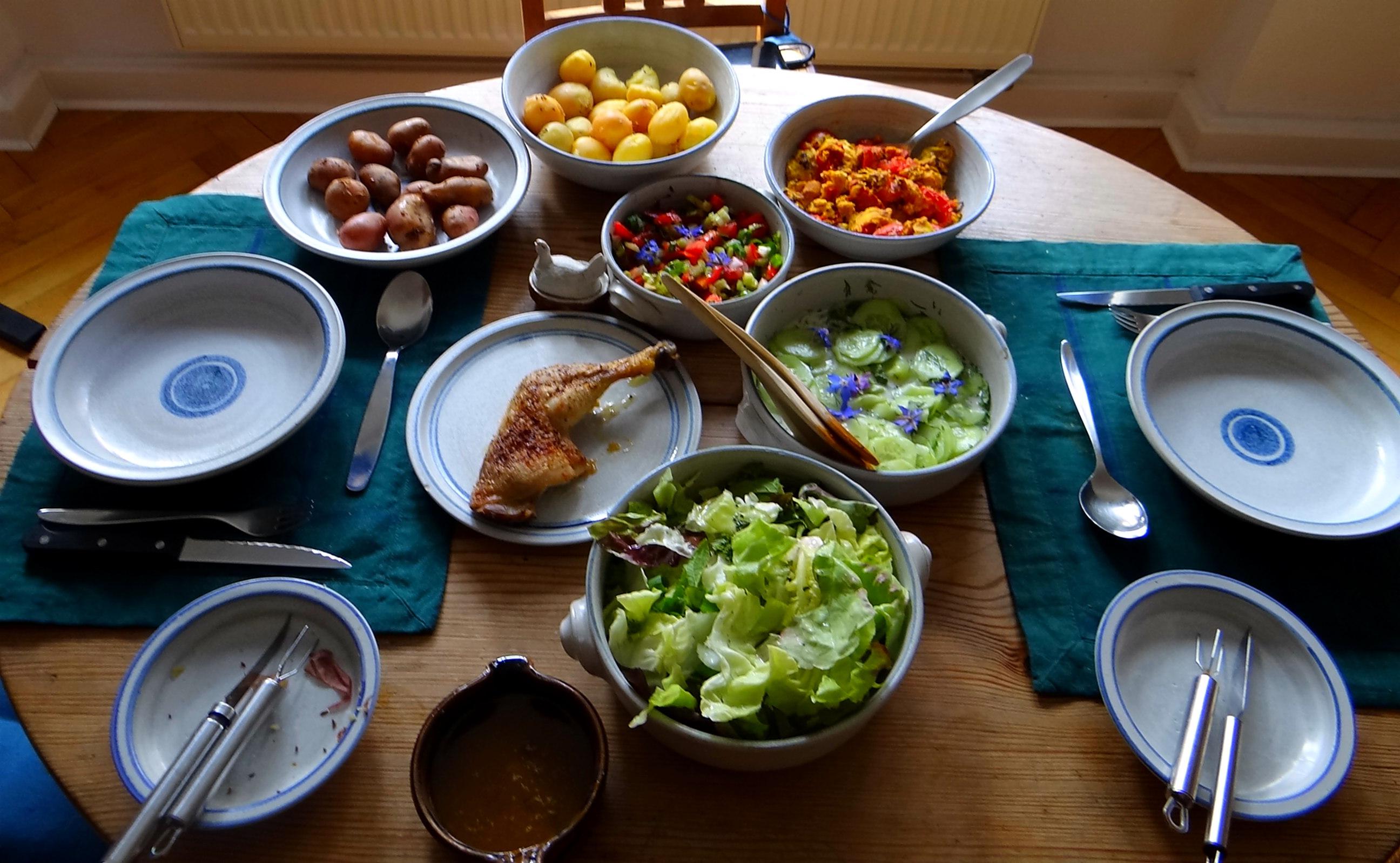 Kartoffeln,Rührei,Salate (3)