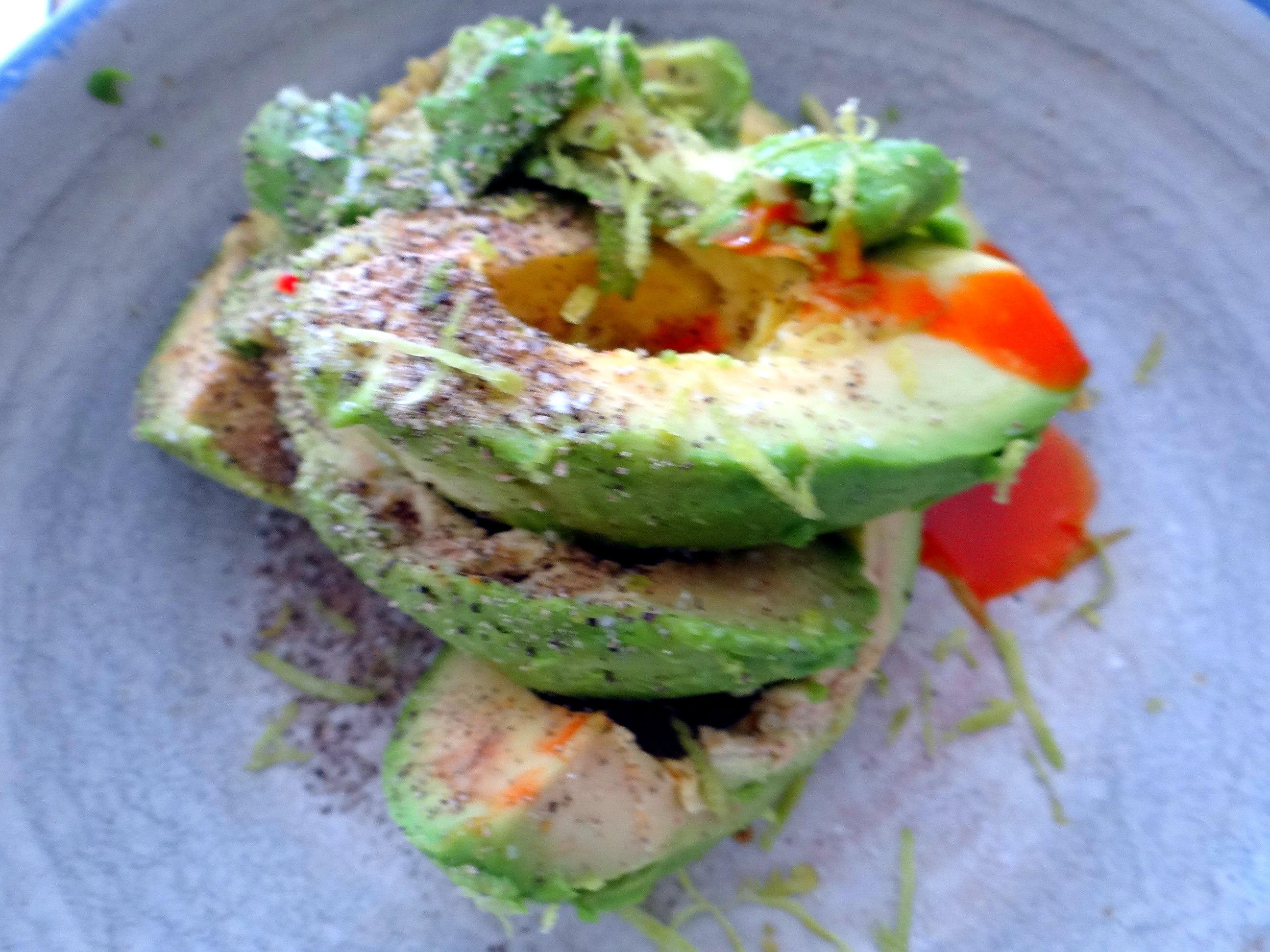 Lauwarmer Zucchinisalt,gedämpfte Möhren,Gurkensalat,Guacamole (11)