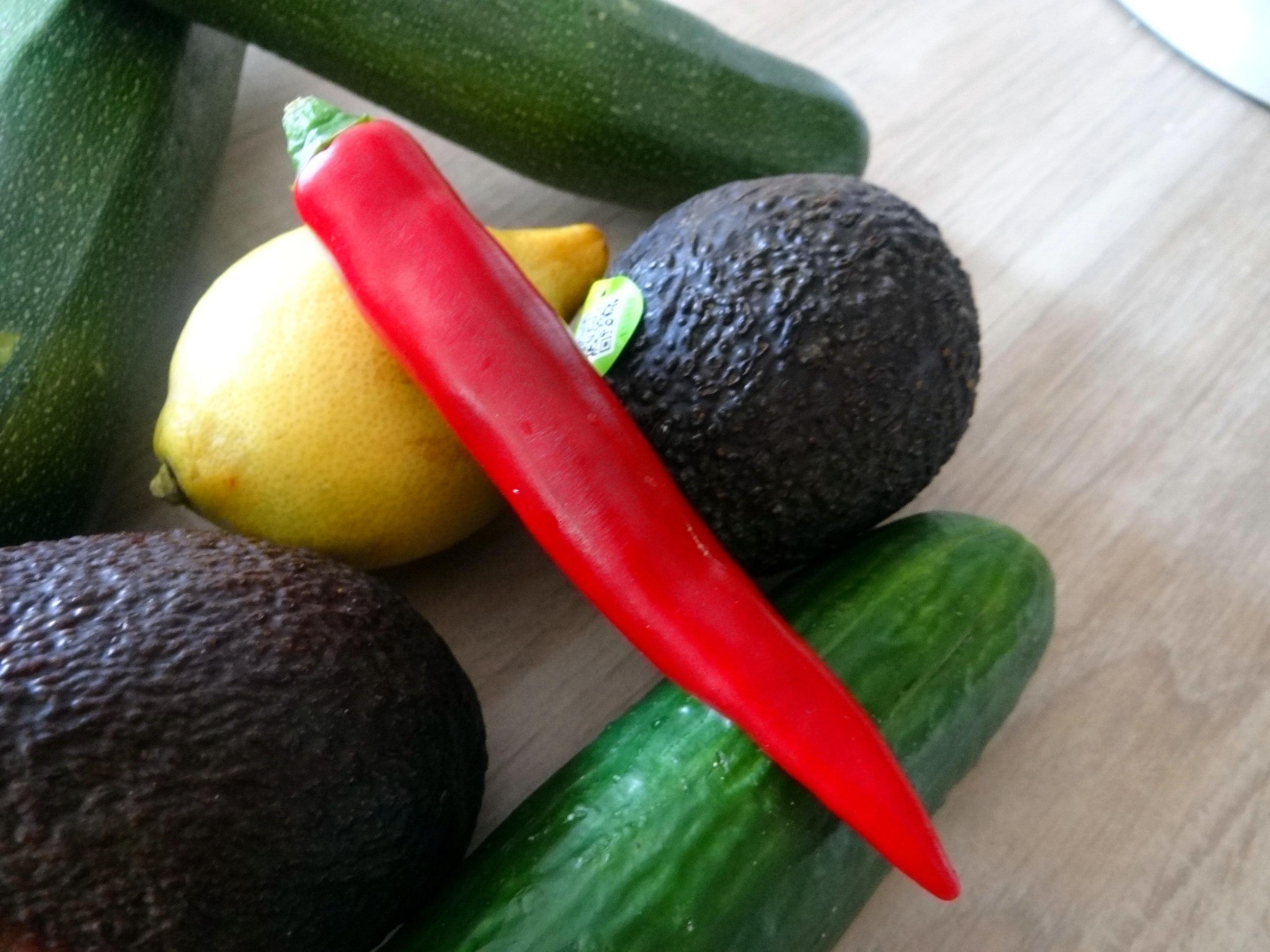 Lauwarmer Zucchinisalt,gedämpfte Möhren,Gurkensalat,Guacamole (6)