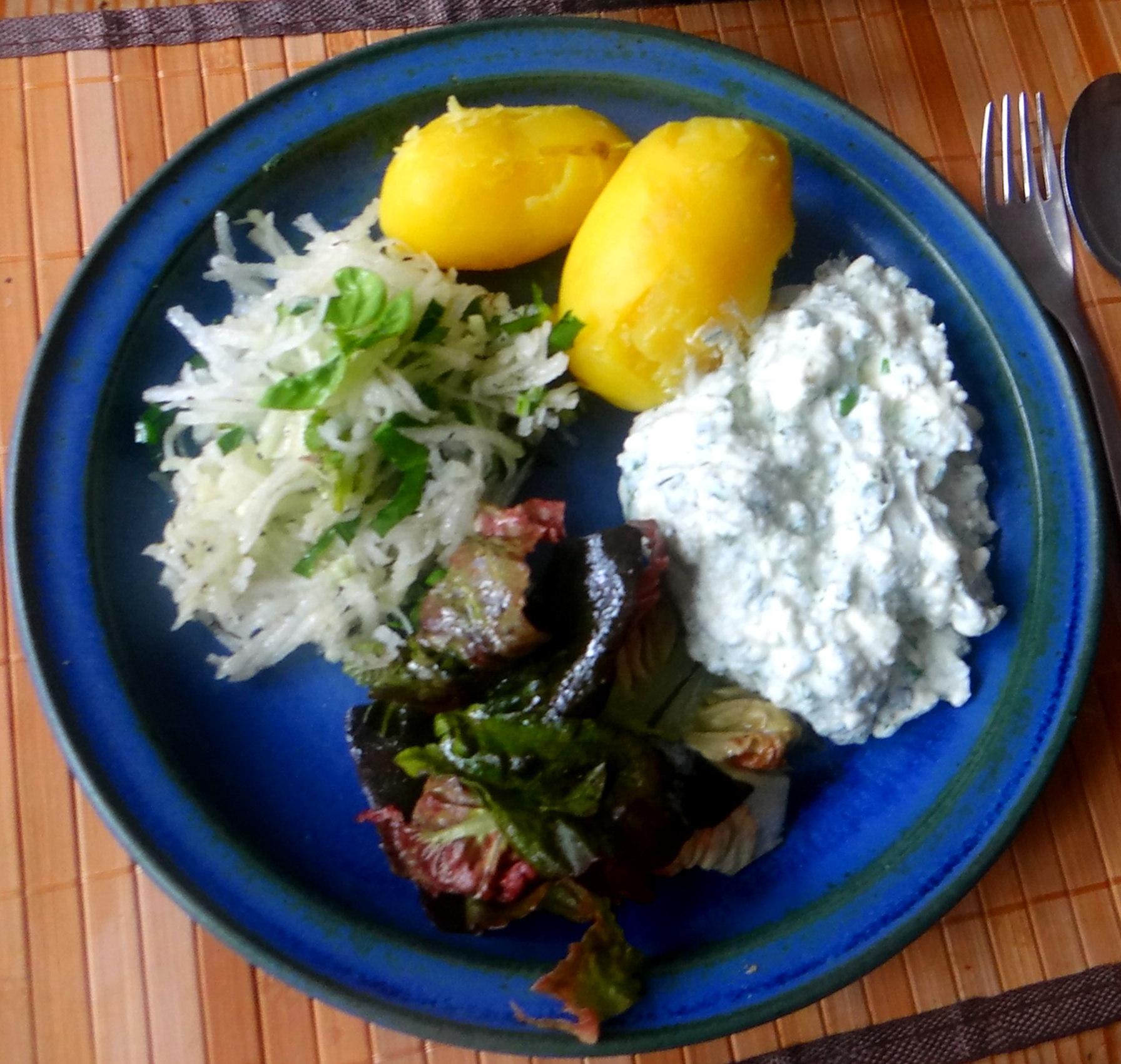 Quark,Pellkartoffeln,Kohlrabisalat,Roemersalat,Dessert (2)