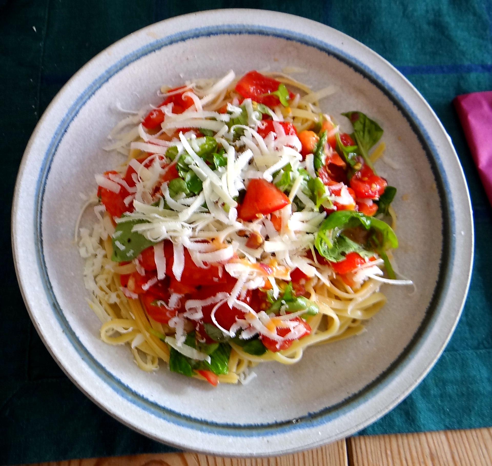 Spaghetti mit Tomatensugo (1)
