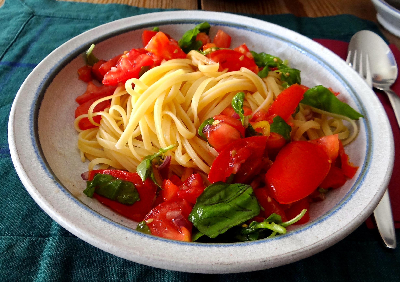 Spaghetti mit Tomatensugo (2)