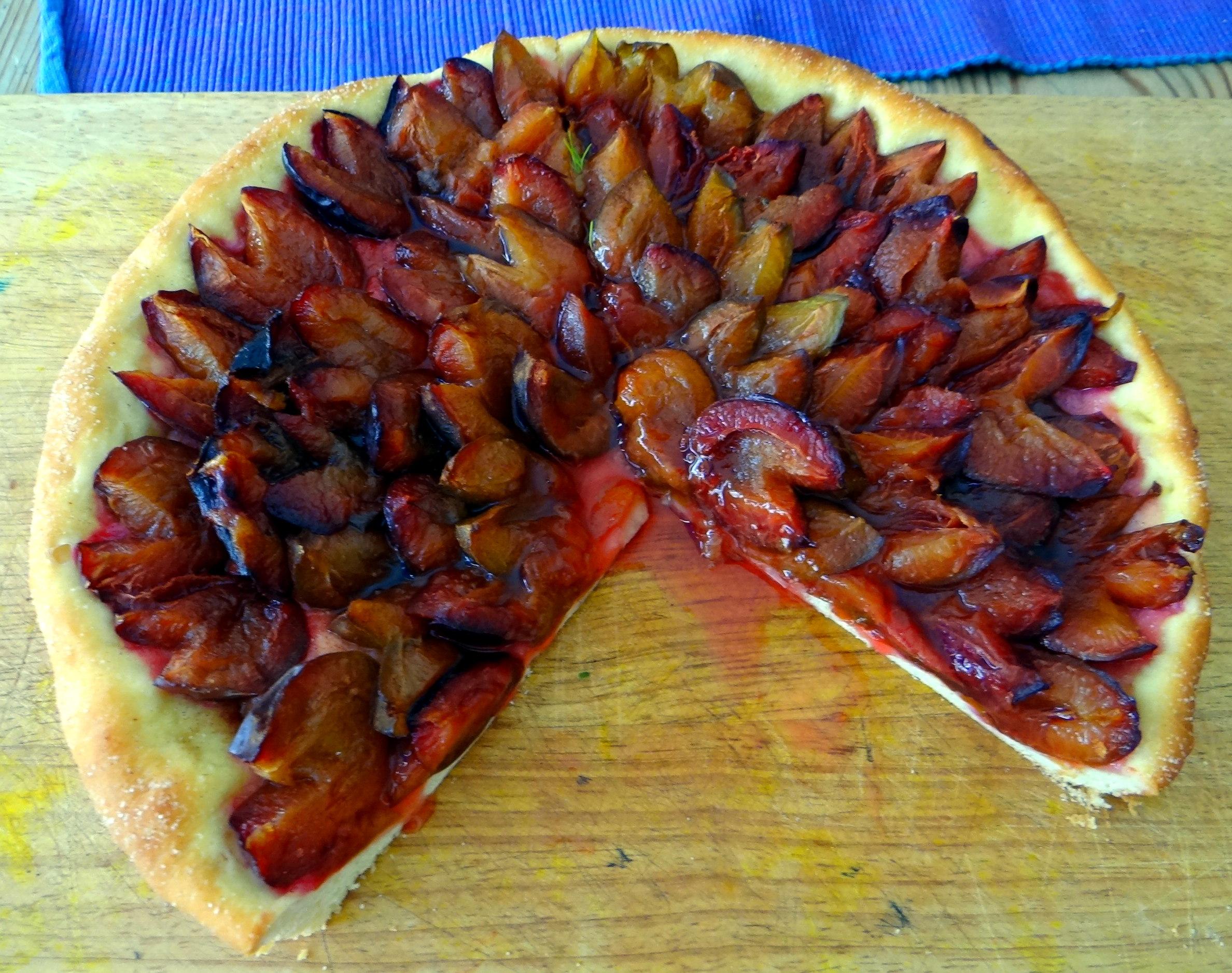 Braqtkartoffeln,Kräutersauce,Salat,Pflaumenkuchen (2)