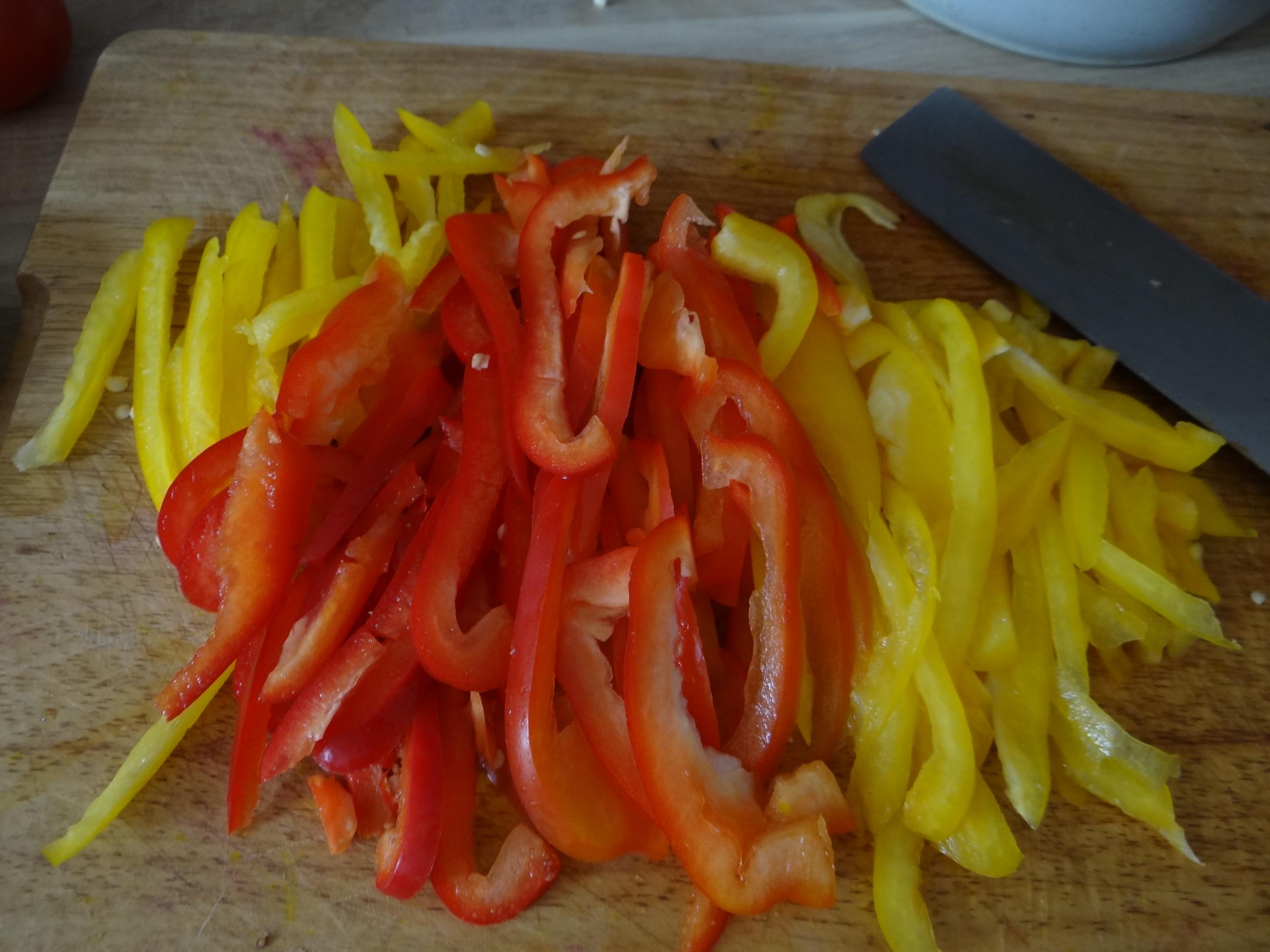 Bratkartoffel,Bockwurst,Salate (4)