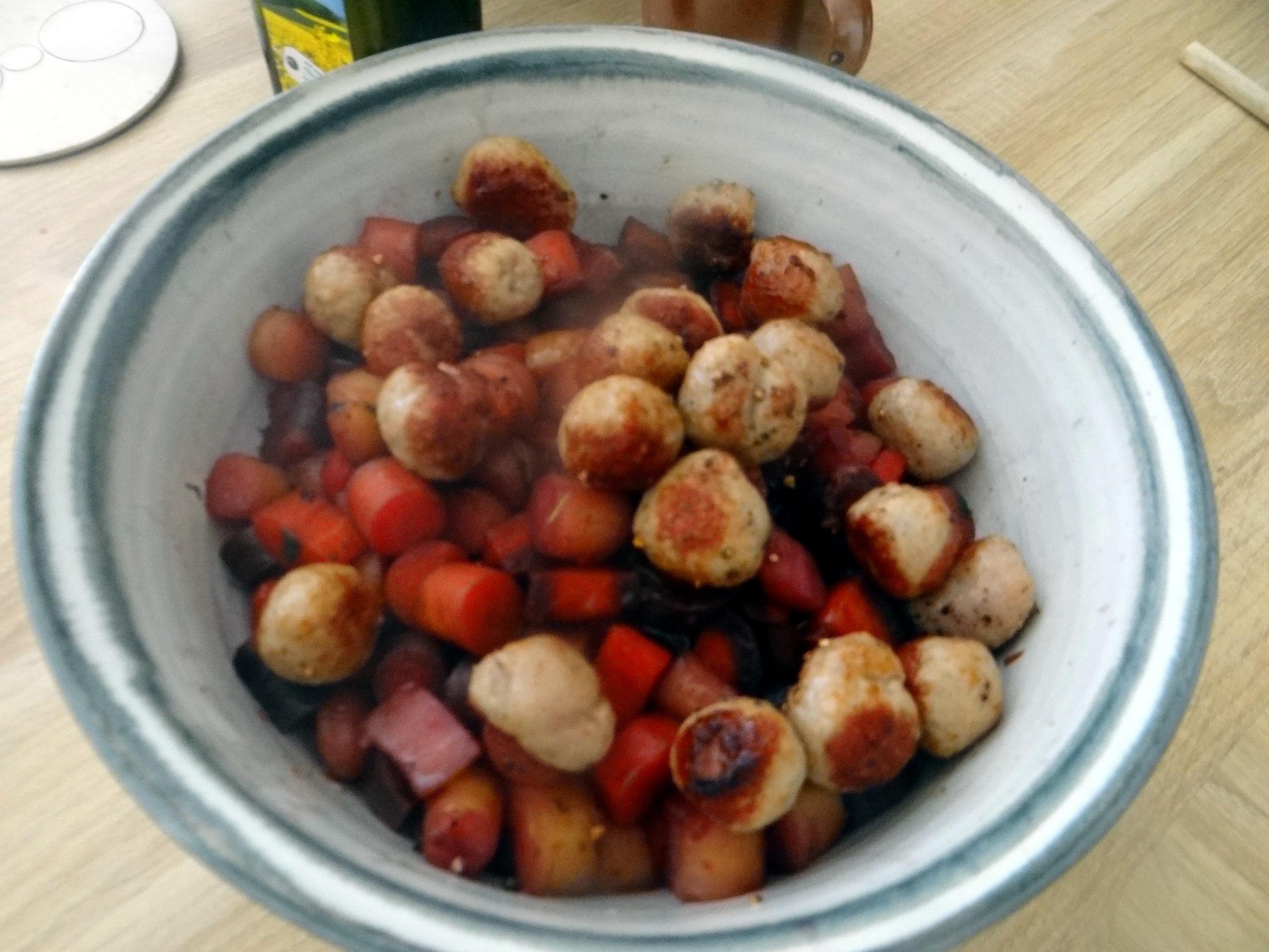 Bunte Möhren,Pellkartoffeln,Pflaumenkompott,vegetarisch (11)