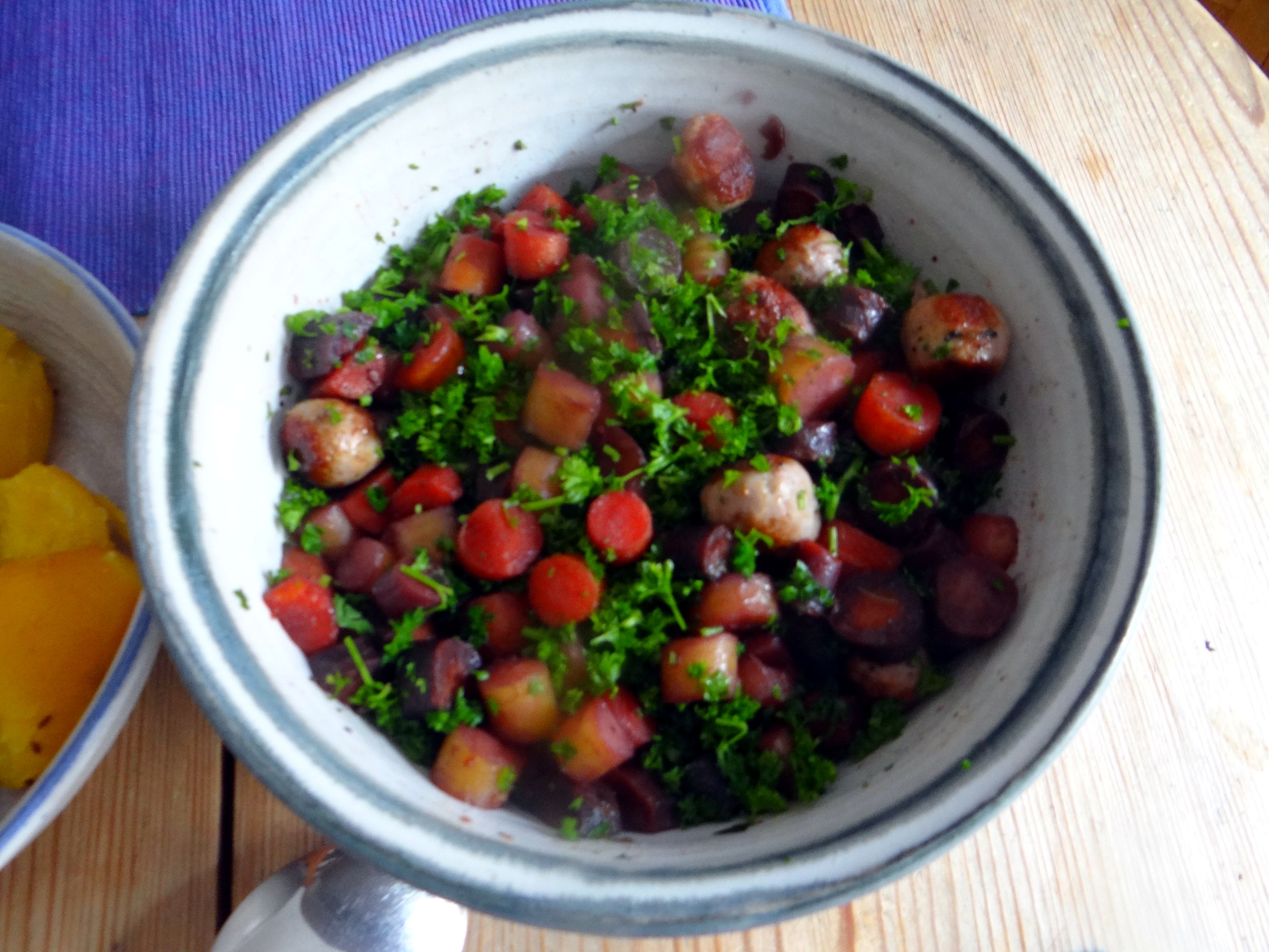 Bunte Möhren,Pellkartoffeln,Pflaumenkompott,vegetarisch (12)
