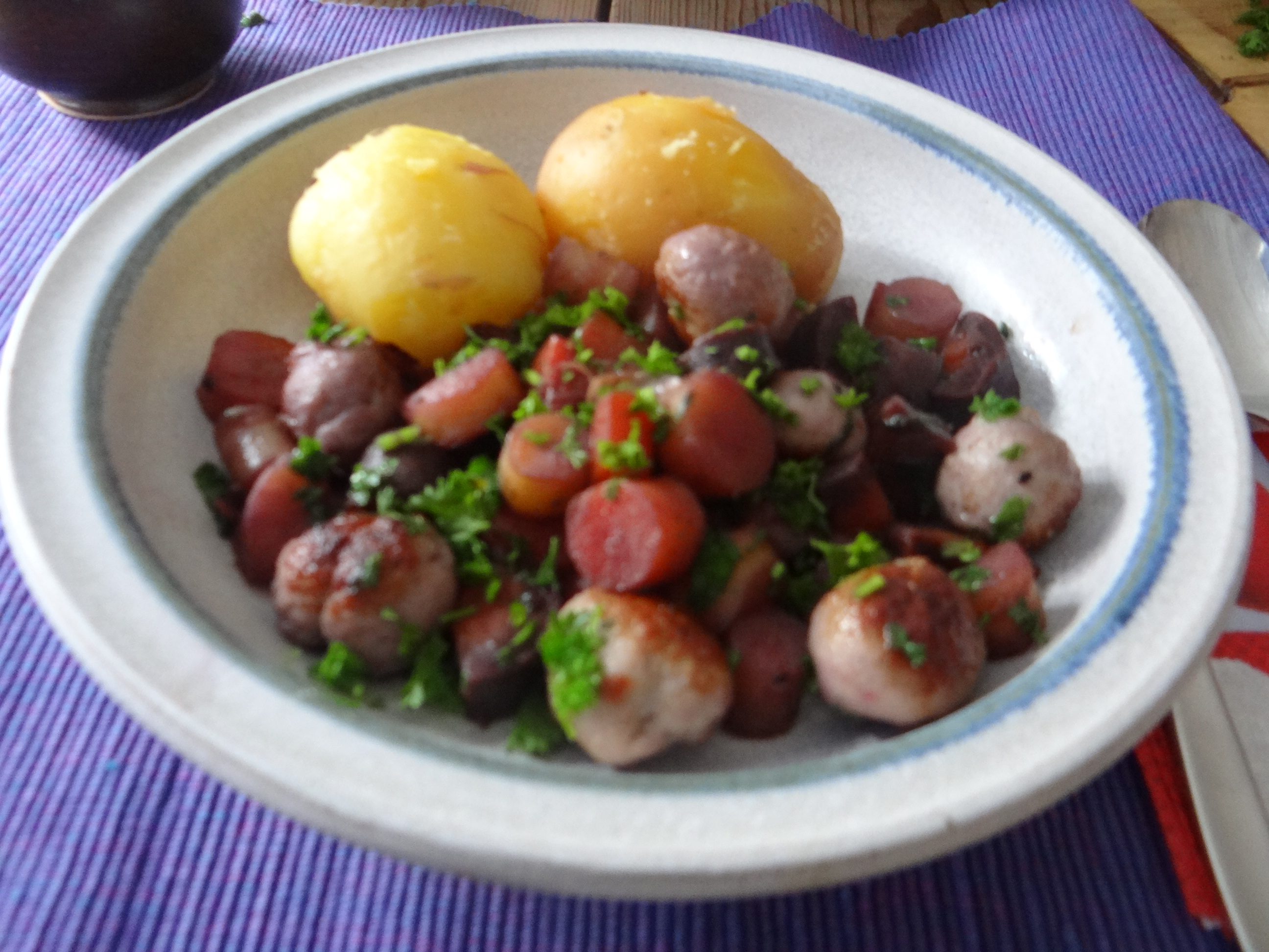 Bunte Möhren,Pellkartoffeln,Pflaumenkompott,vegetarisch (20)