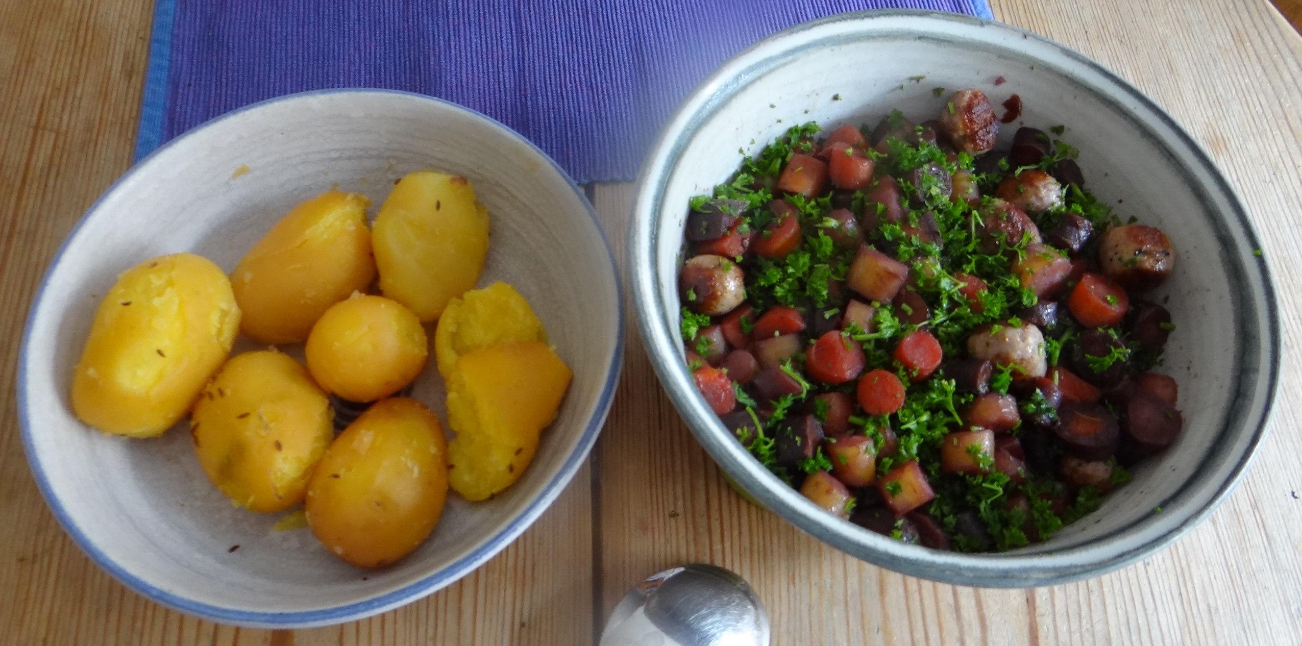 Bunte Möhren,Pellkartoffeln,Pflaumenkompott,vegetarisch (3)