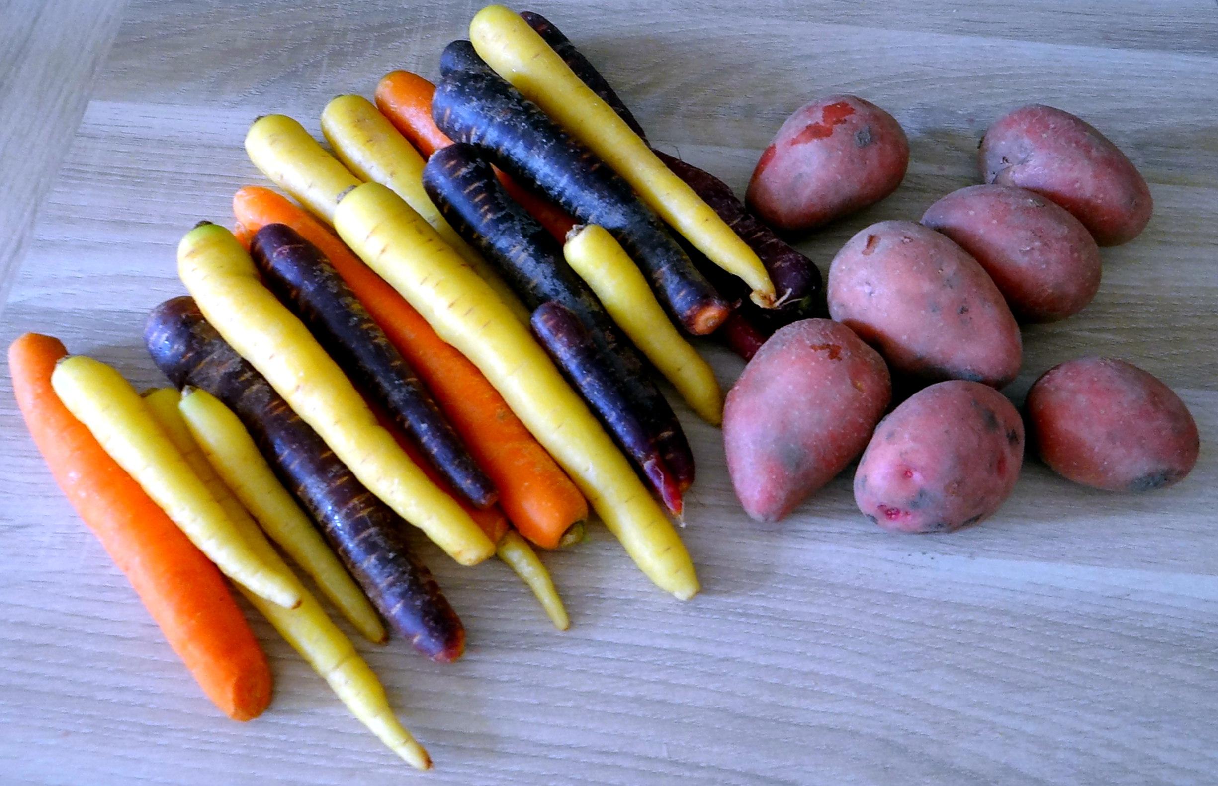 Bunte Möhren,Pellkartoffeln,Pflaumenkompott,vegetarisch (5)