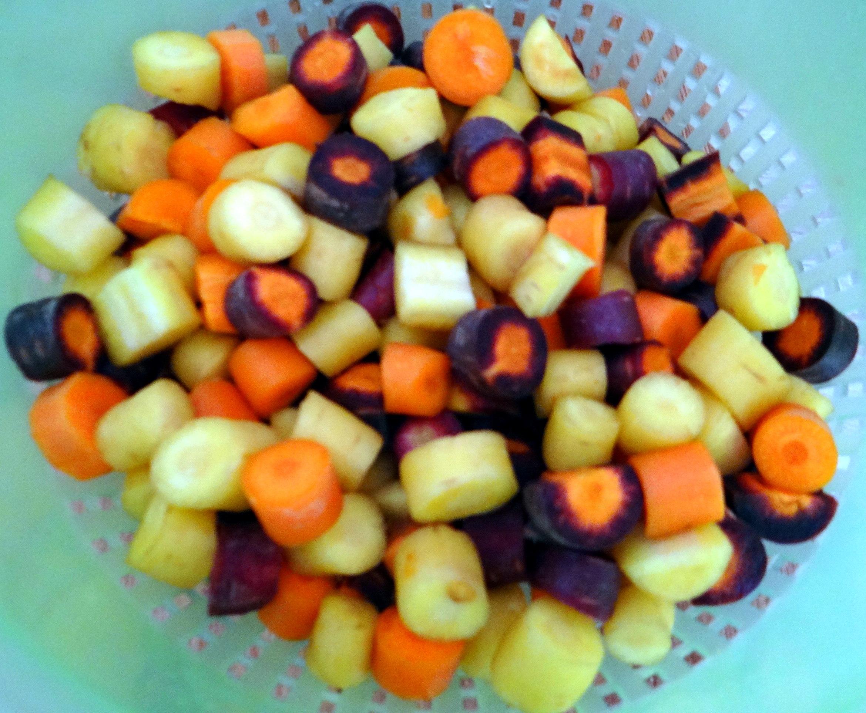 Bunte Möhren,Pellkartoffeln,Pflaumenkompott,vegetarisch (8)