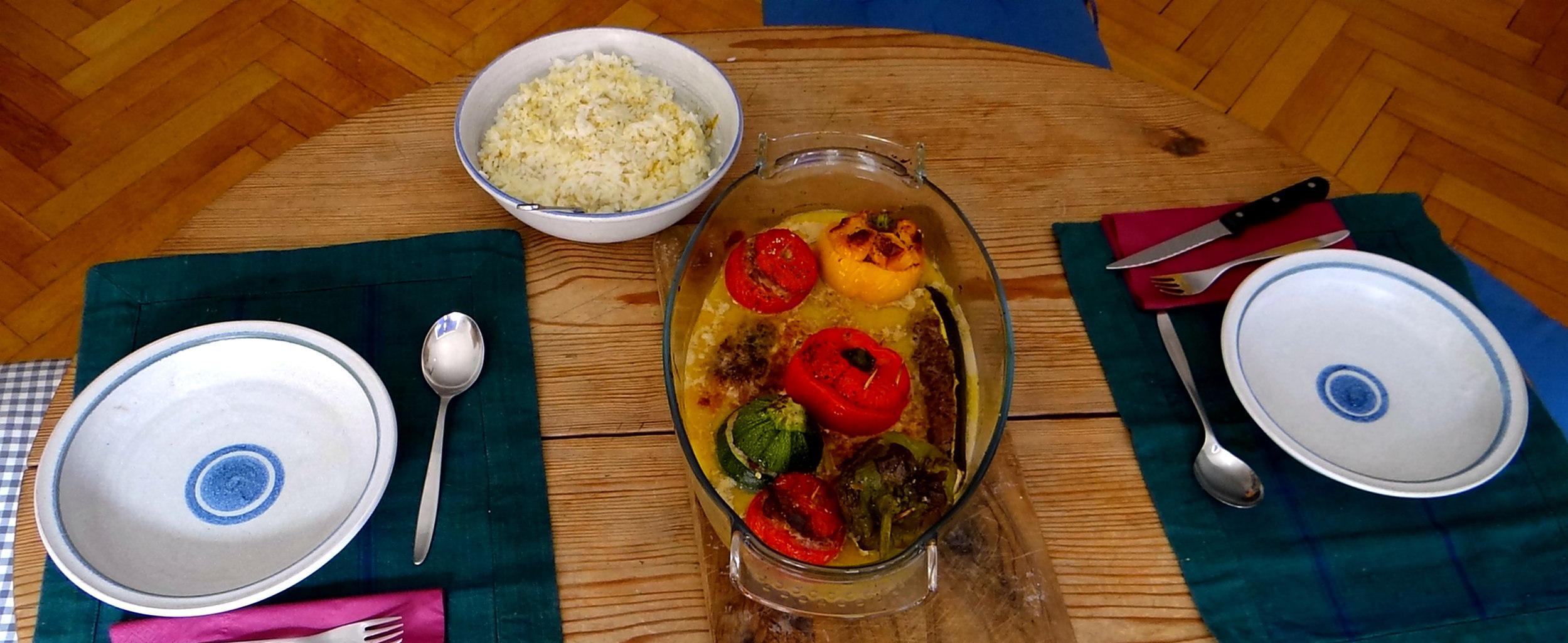 Gefüllte Paprika,Schmorgurke,Tomate,Zucchini,Reis,Bananeneis (3)