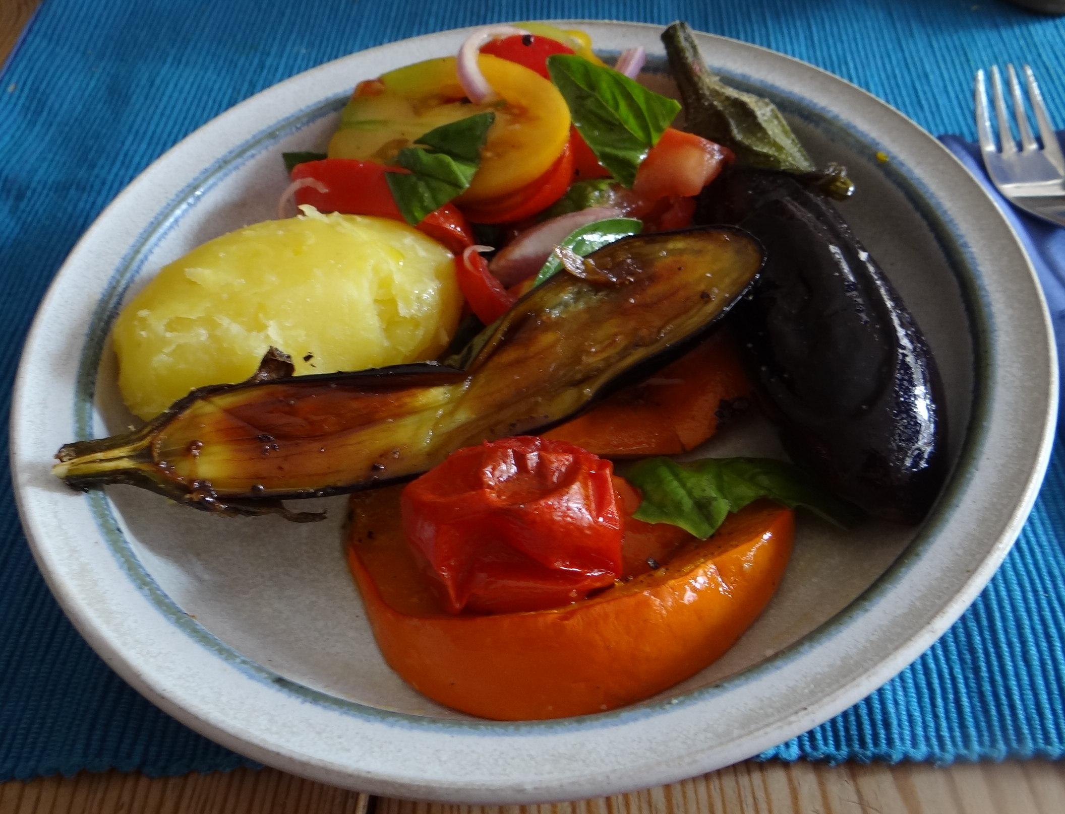 Kartoffeln,Hokkaidospalten,Auberginen,Tomatensalat (2)