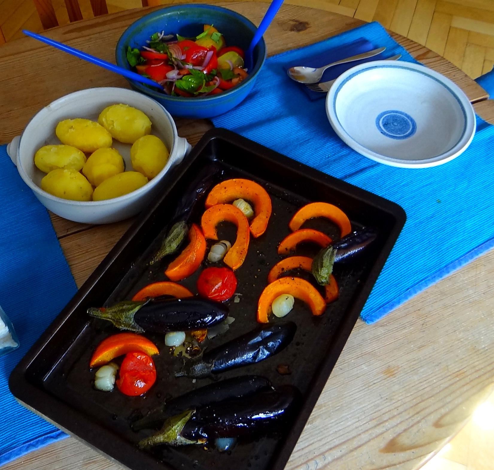 Kartoffeln,Hokkaidospalten,Auberginen,Tomatensalat (4)