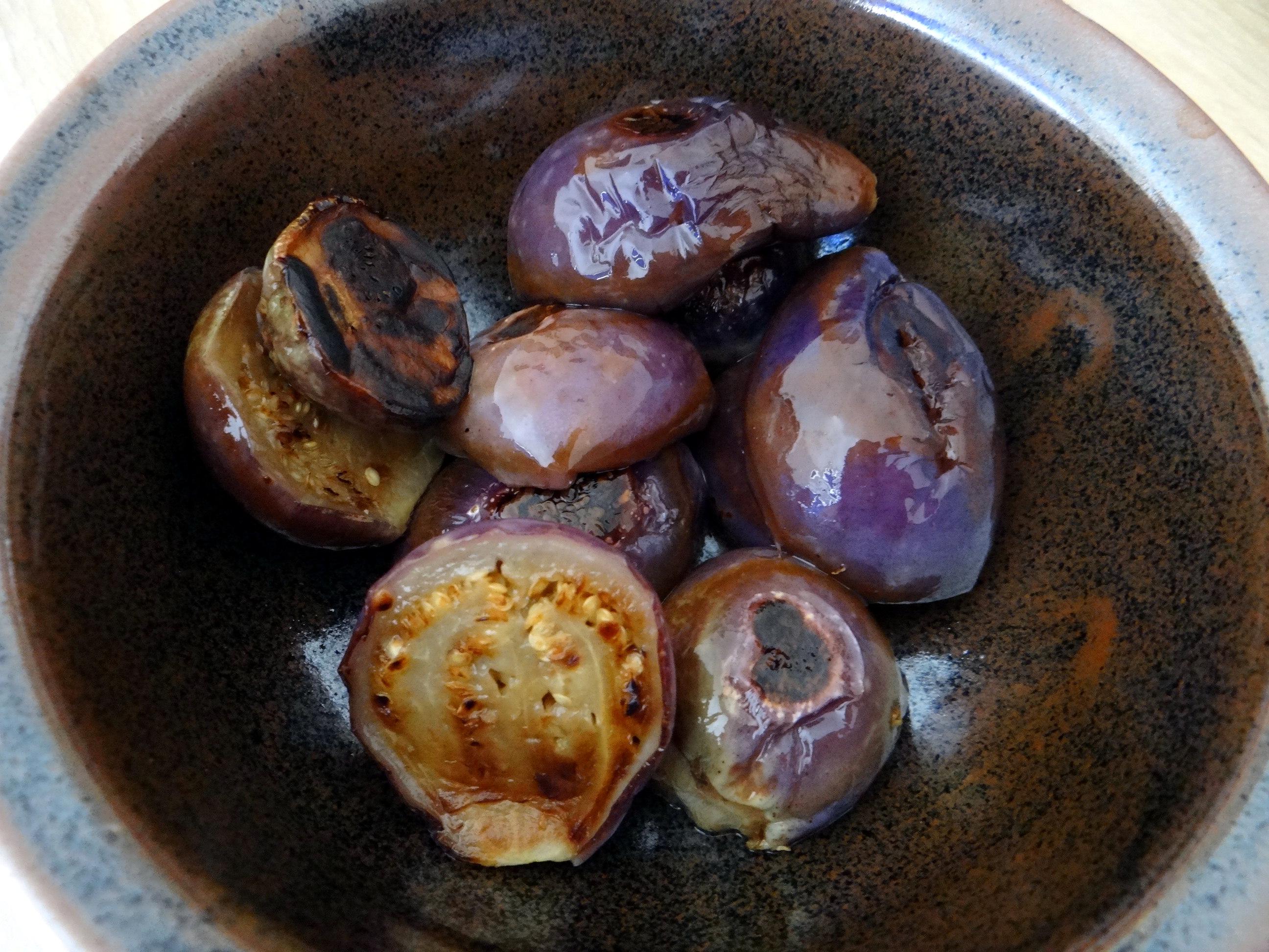 Nudeln mit Venusmuscheln,Wasserspinat und Baby Auberginenn,Pfannküchlein mit Plattpfirsich (7a)