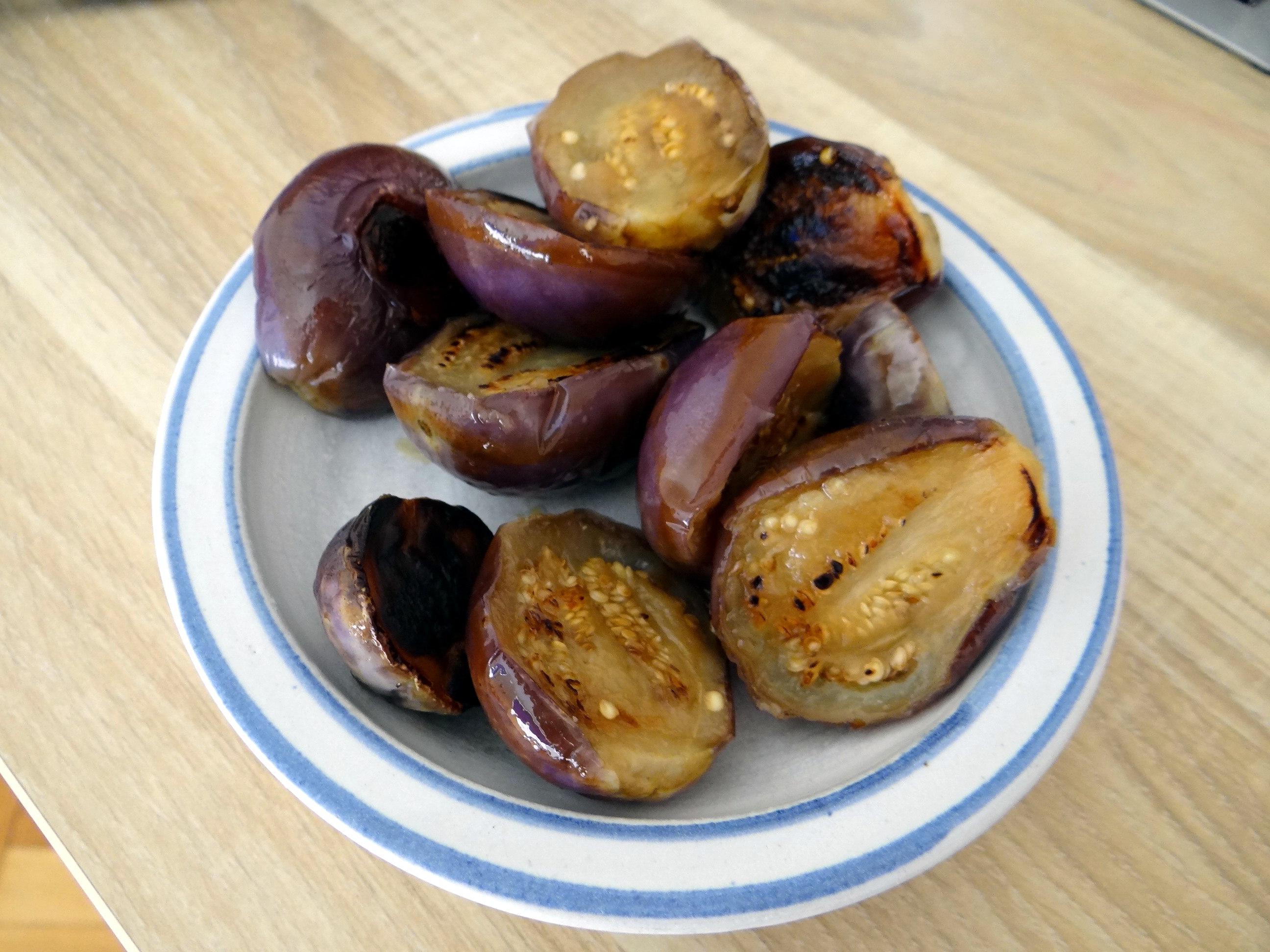 Nudeln mit Venusmuscheln,Wasserspinat und Baby Auberginenn,Pfannküchlein mit Plattpfirsich (7b)
