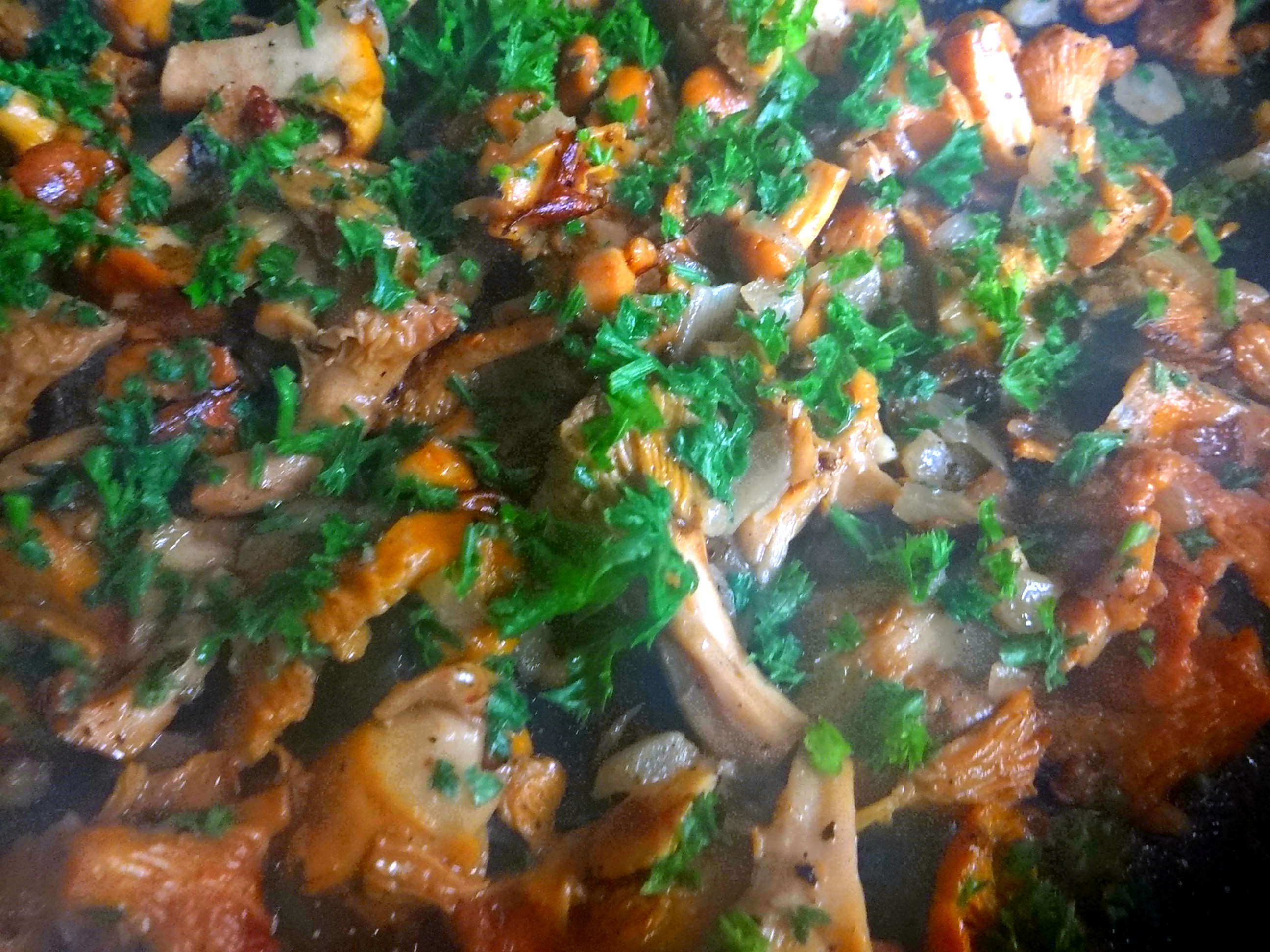 Pfifferlinge,Pellkartoffeln,Spillingskompott,vegetarisch (10)