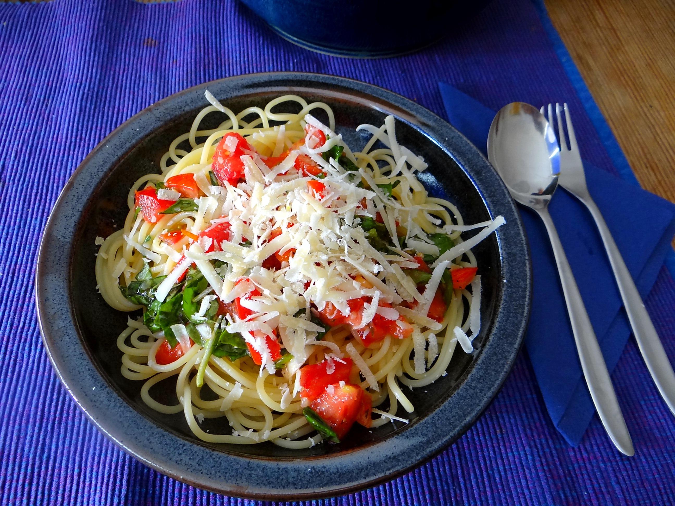 Spagfhetti mit kalter Tomatensauce (Keka) (12)