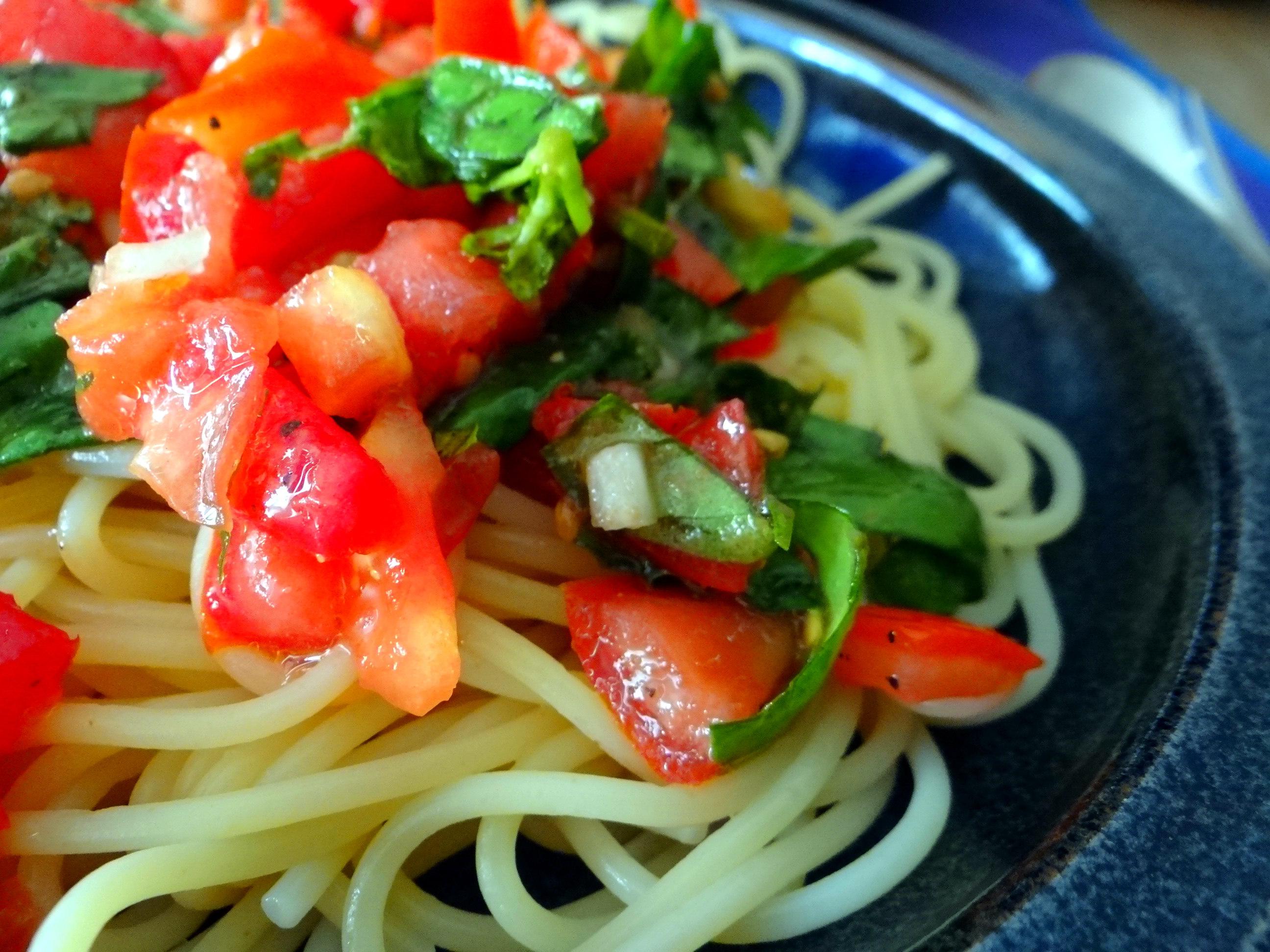 Spagfhetti mit kalter Tomatensauce (Keka) (3)