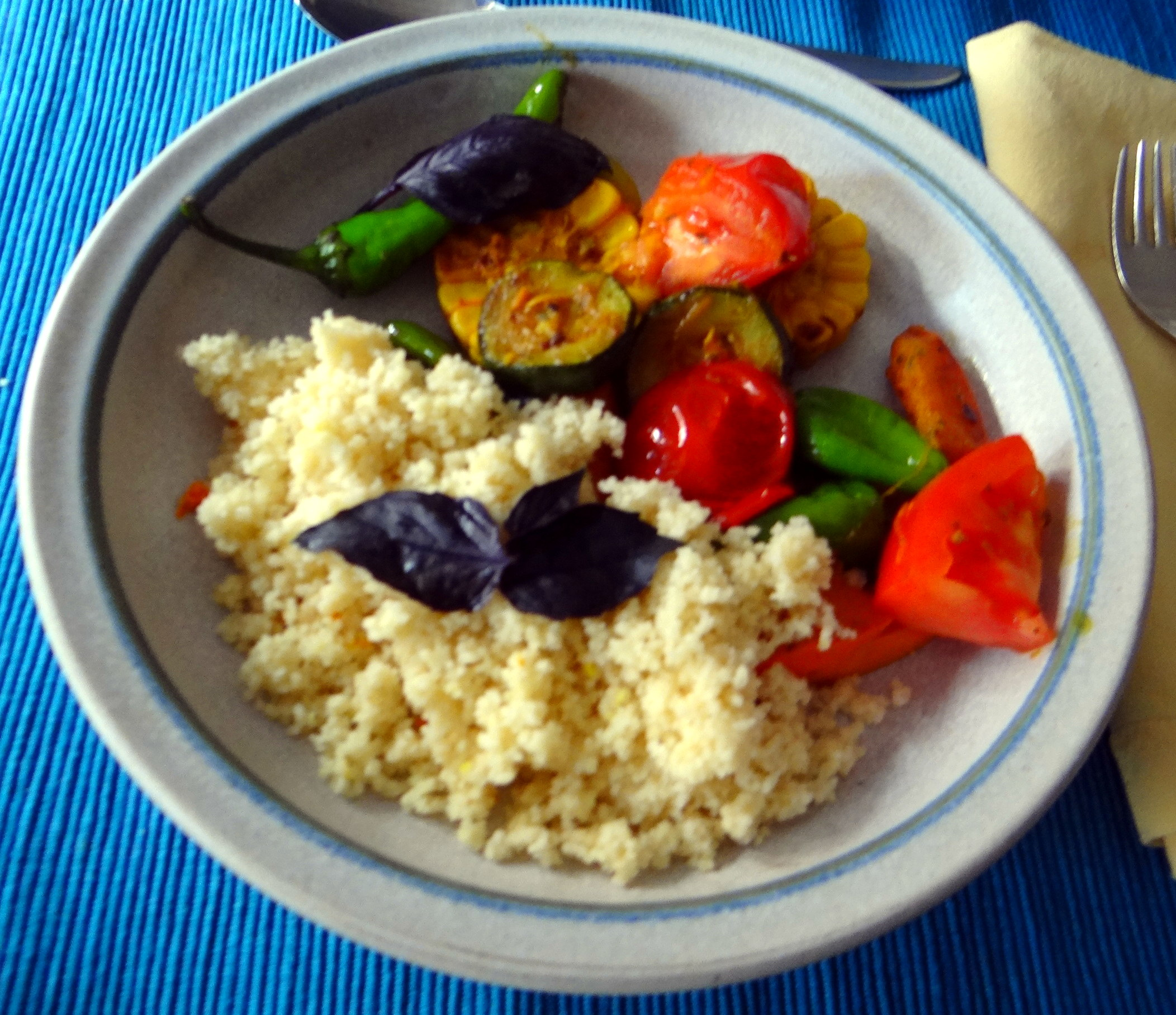 Wok Gemüse,Couscous,Gurkensalat (1)