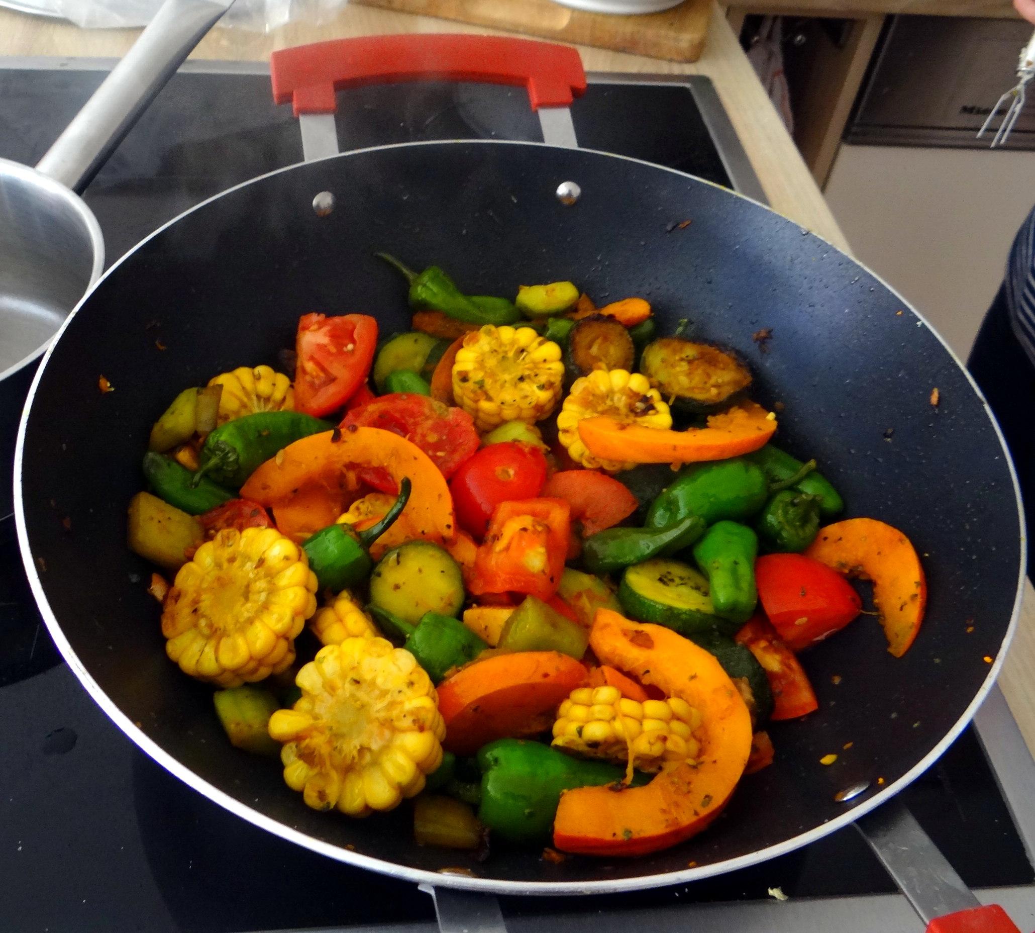 Wok Gemüse,Couscous,Gurkensalat (14)