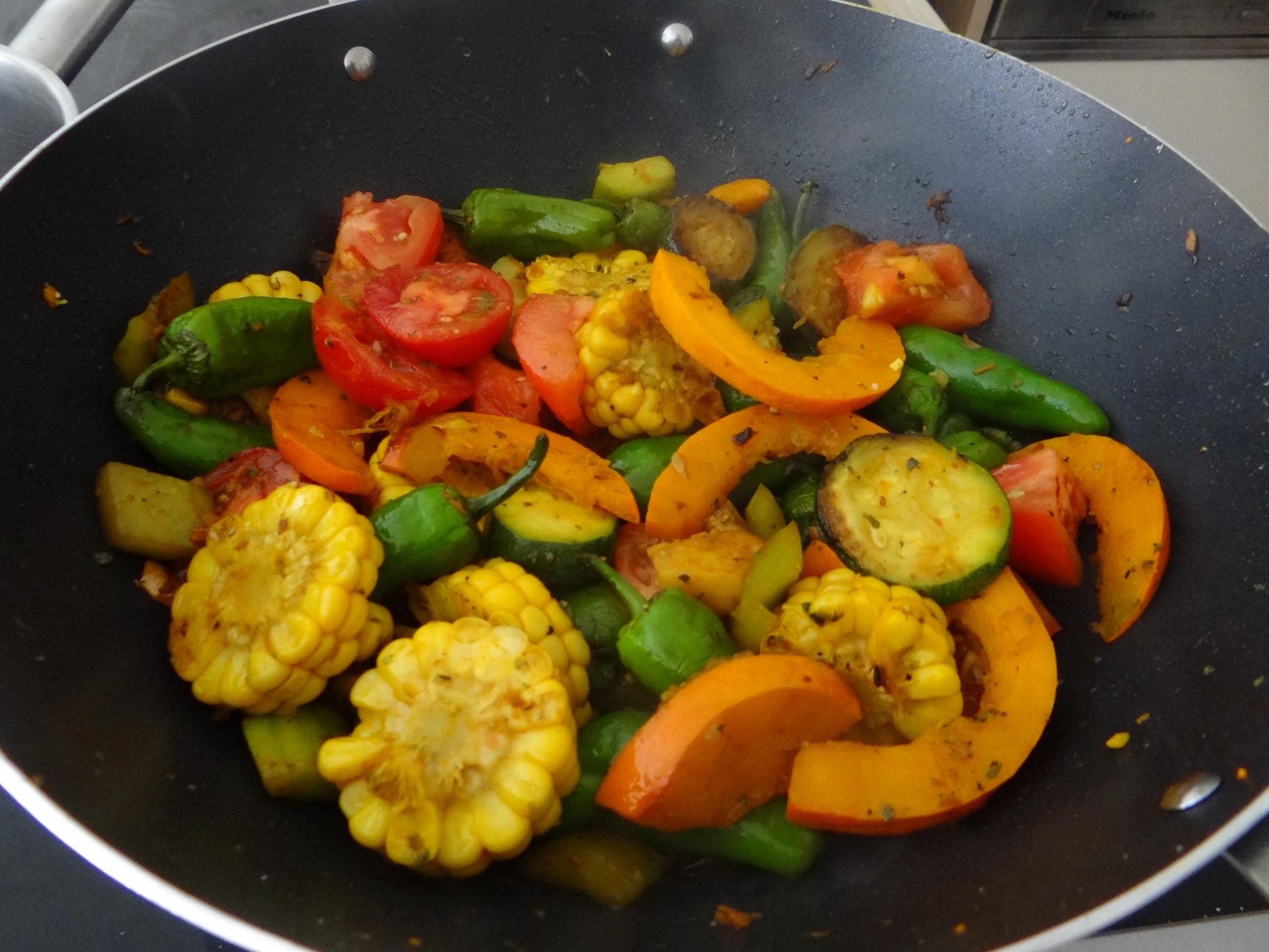 Wok Gemüse,Couscous,Gurkensalat (15)