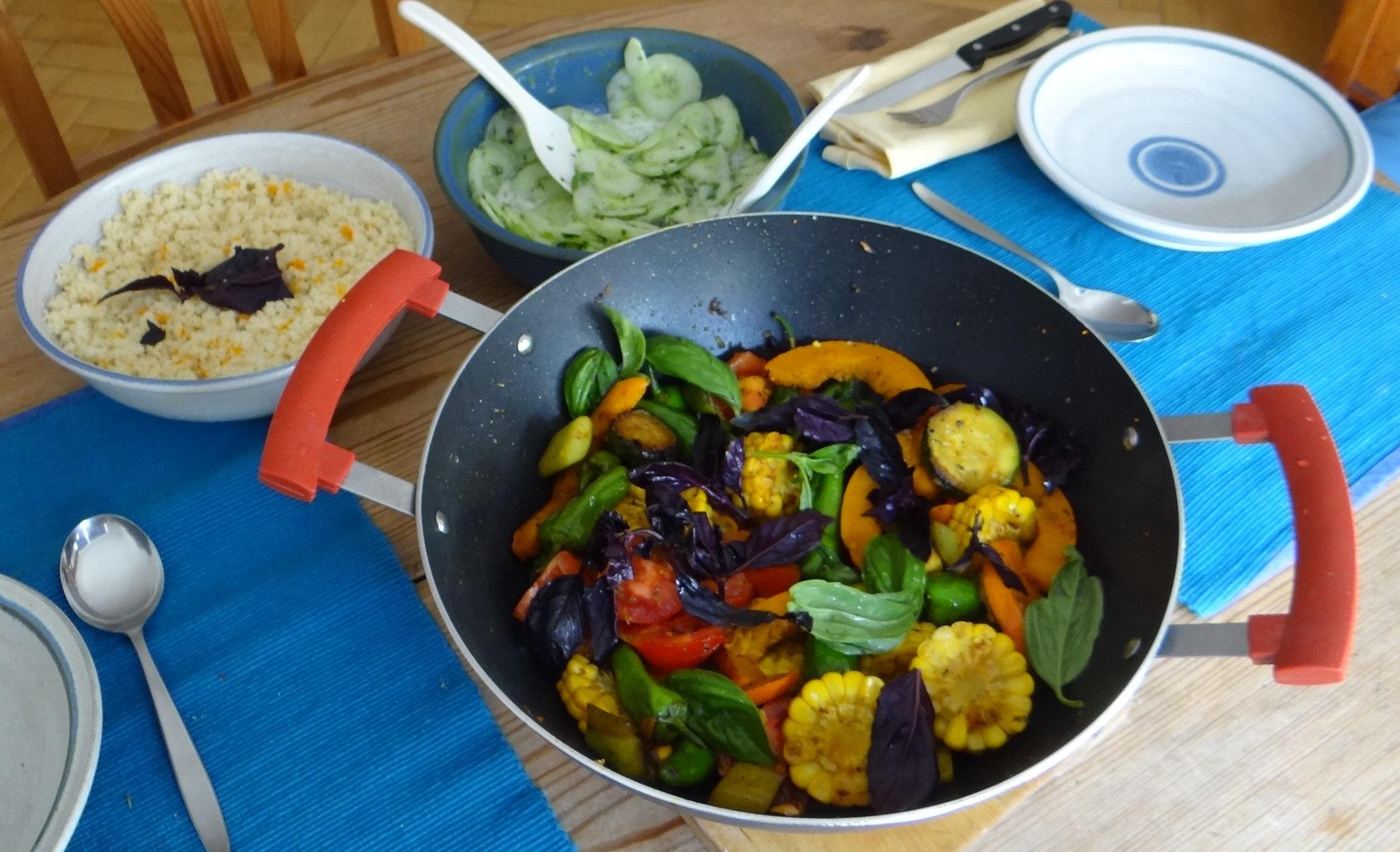 Wok Gemüse,Couscous,Gurkensalat (18)