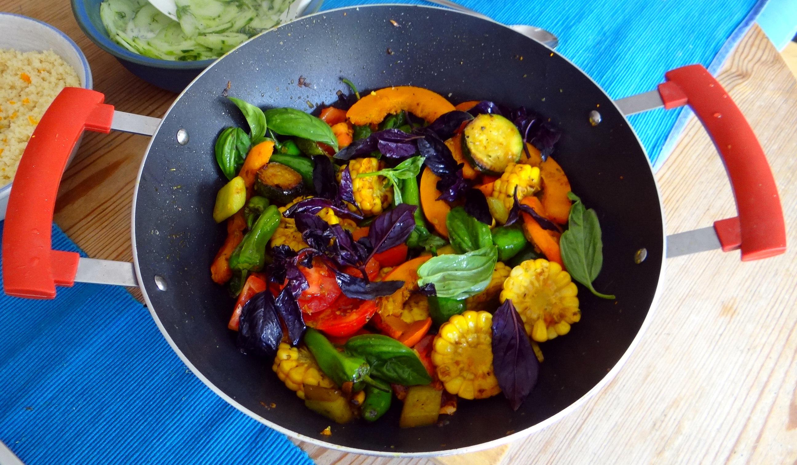 Wok Gemüse,Couscous,Gurkensalat (3)