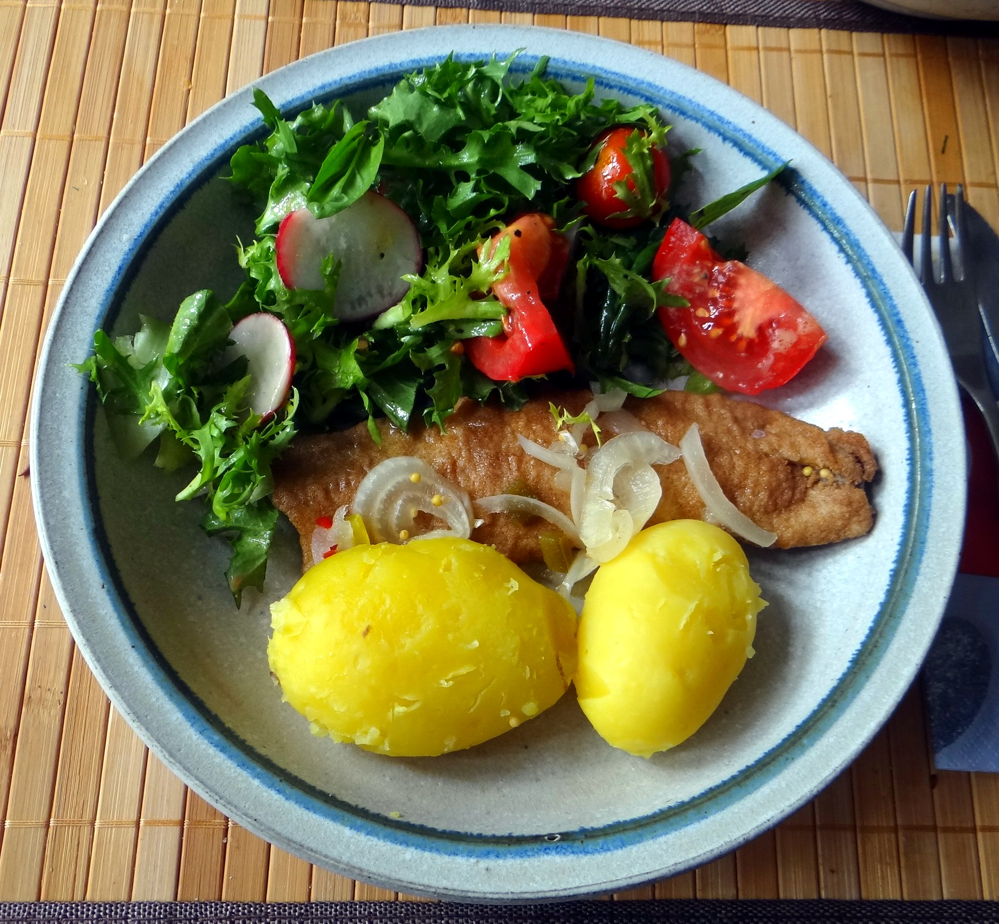 Brathering,Pellkartoffeln,Frisee Salat,Quarkspeise (11)