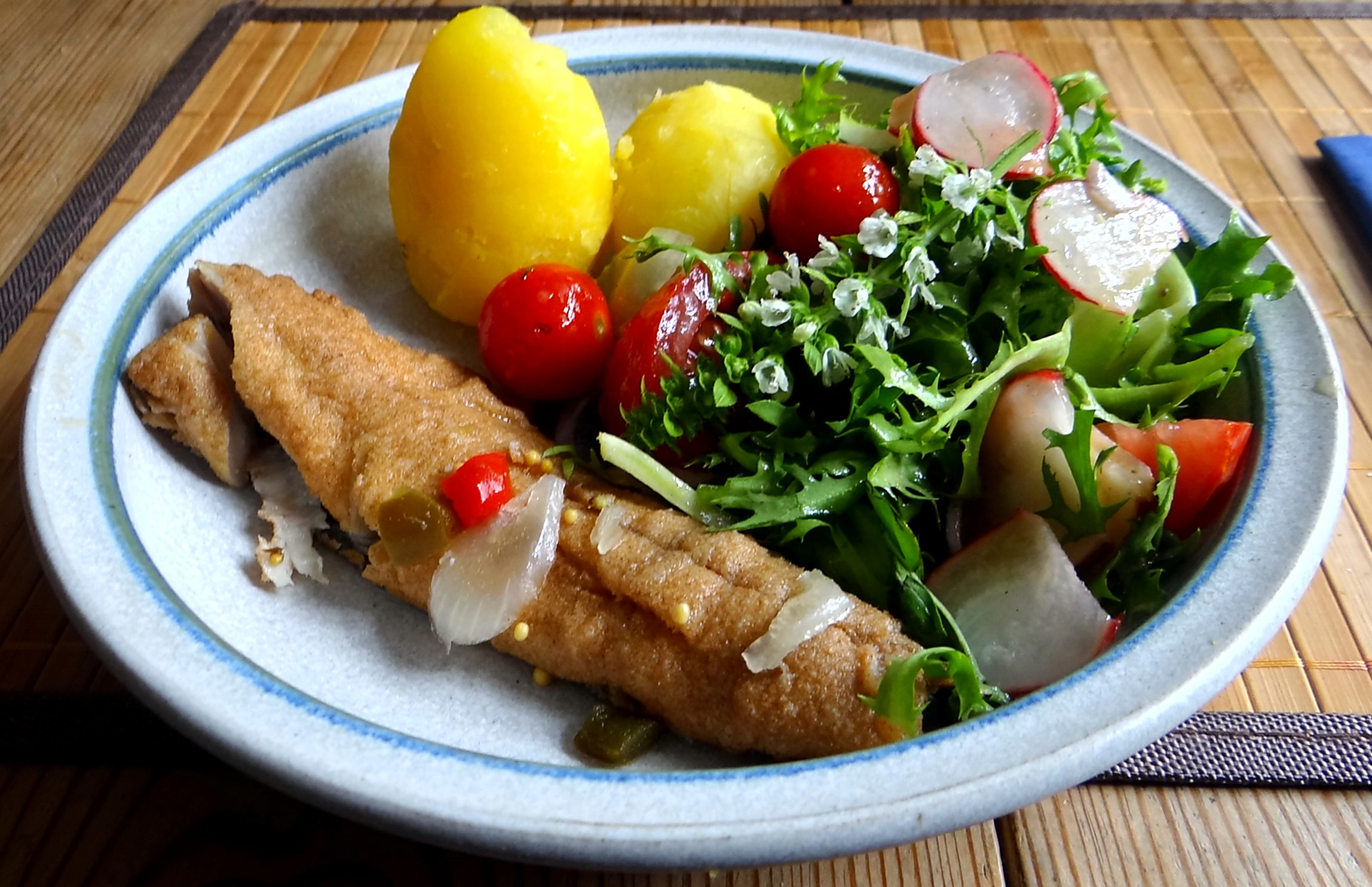 Brathering,Pellkartoffeln,Frisee Salat,Quarkspeise (2)
