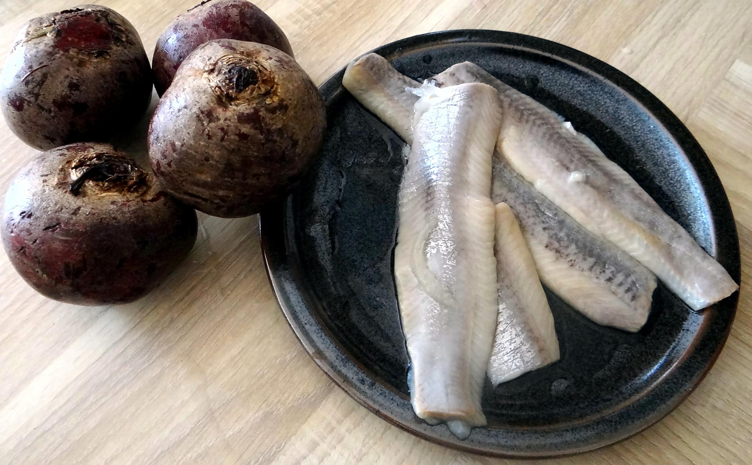 Matjes Tatar,Rote Beete Salat,Pellkartoffeln,Apfelkompott (10)