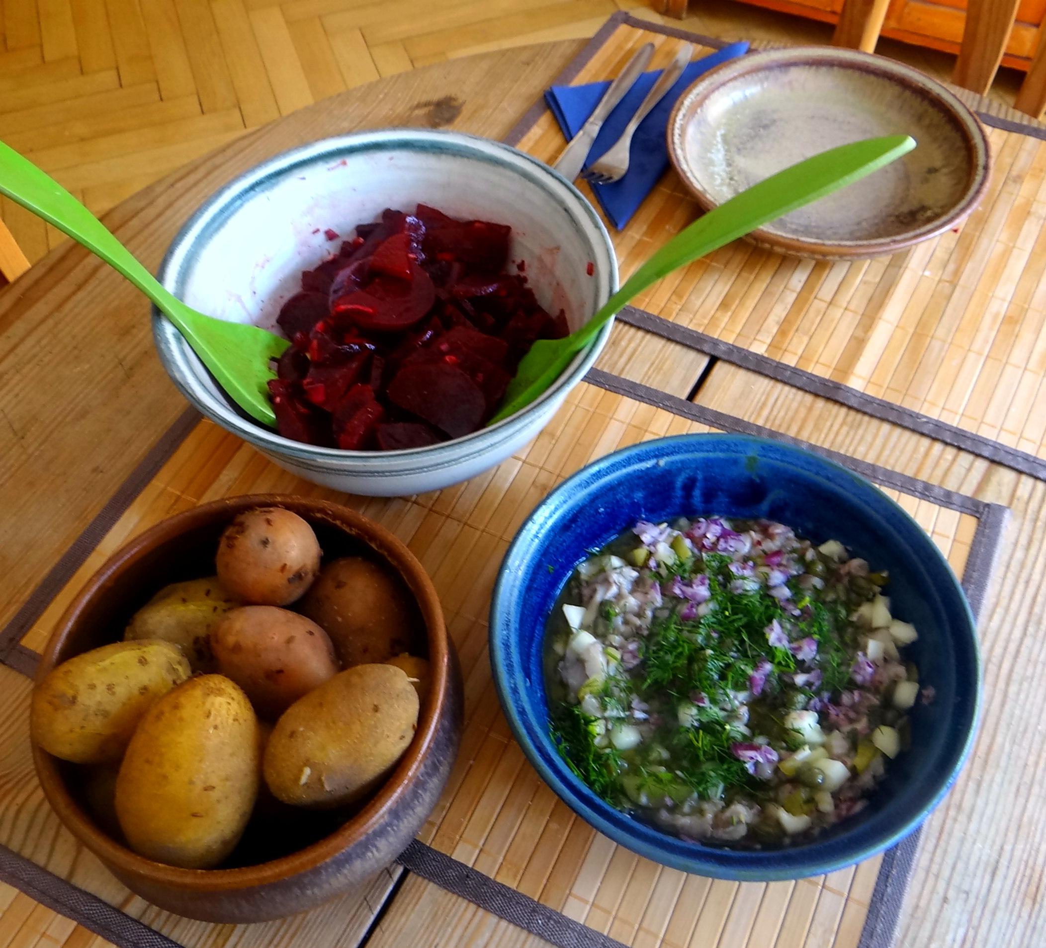 Matjes Tatar,Rote Beete Salat,Pellkartoffeln,Apfelkompott (13)