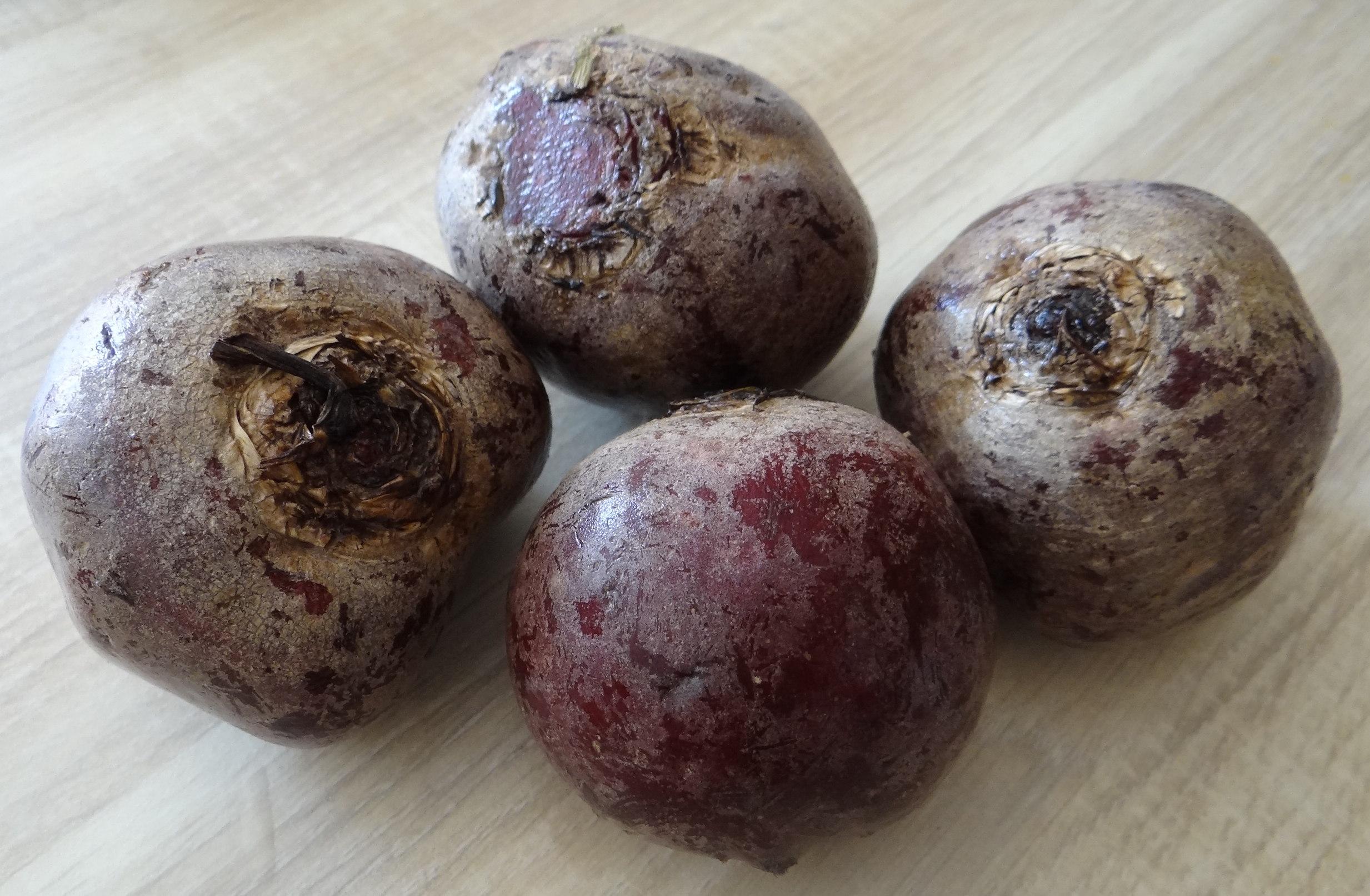 Matjes Tatar,Rote Beete Salat,Pellkartoffeln,Apfelkompott (6)