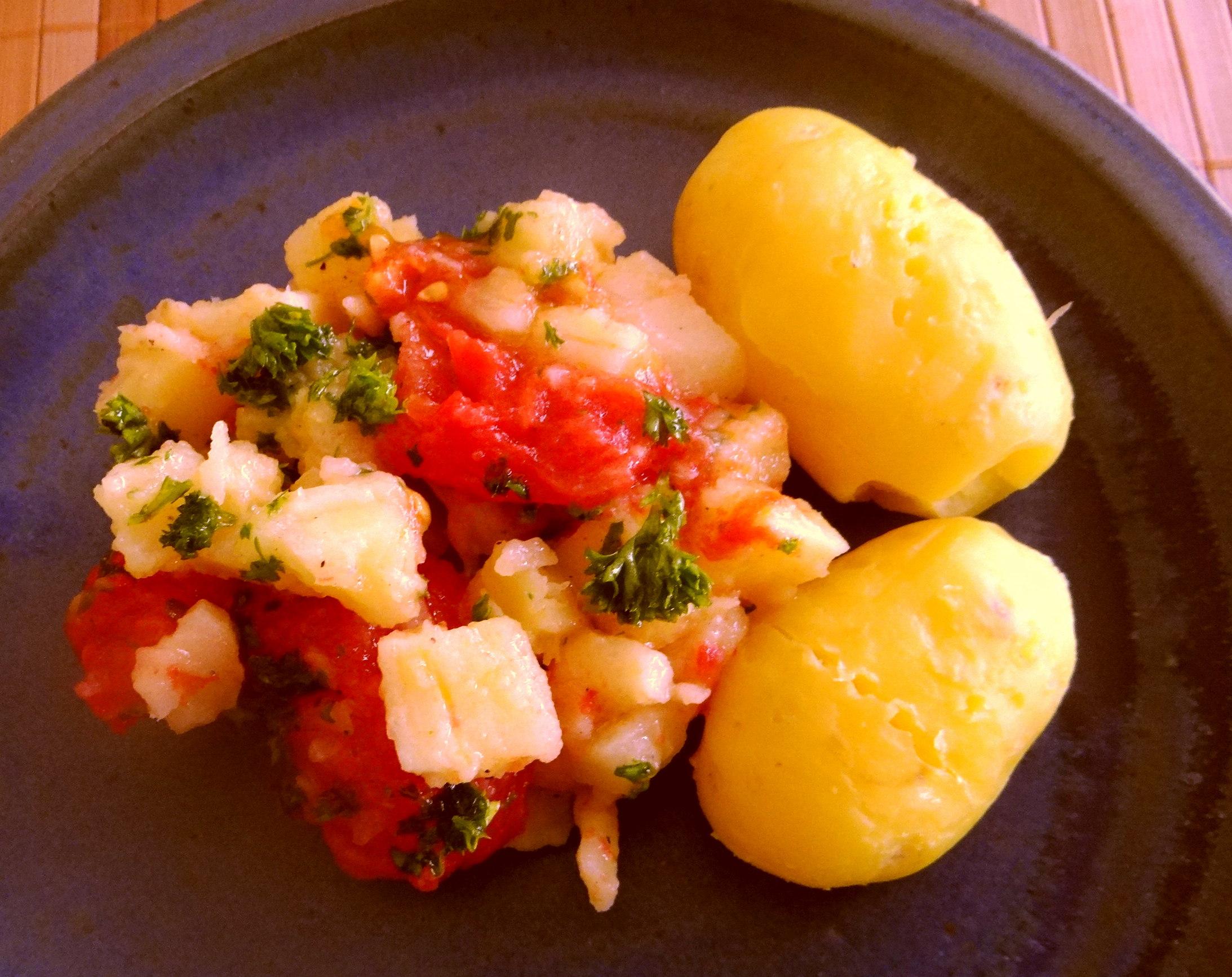 Pastinaken mit Tomaten,Pellkartoffeln (2)