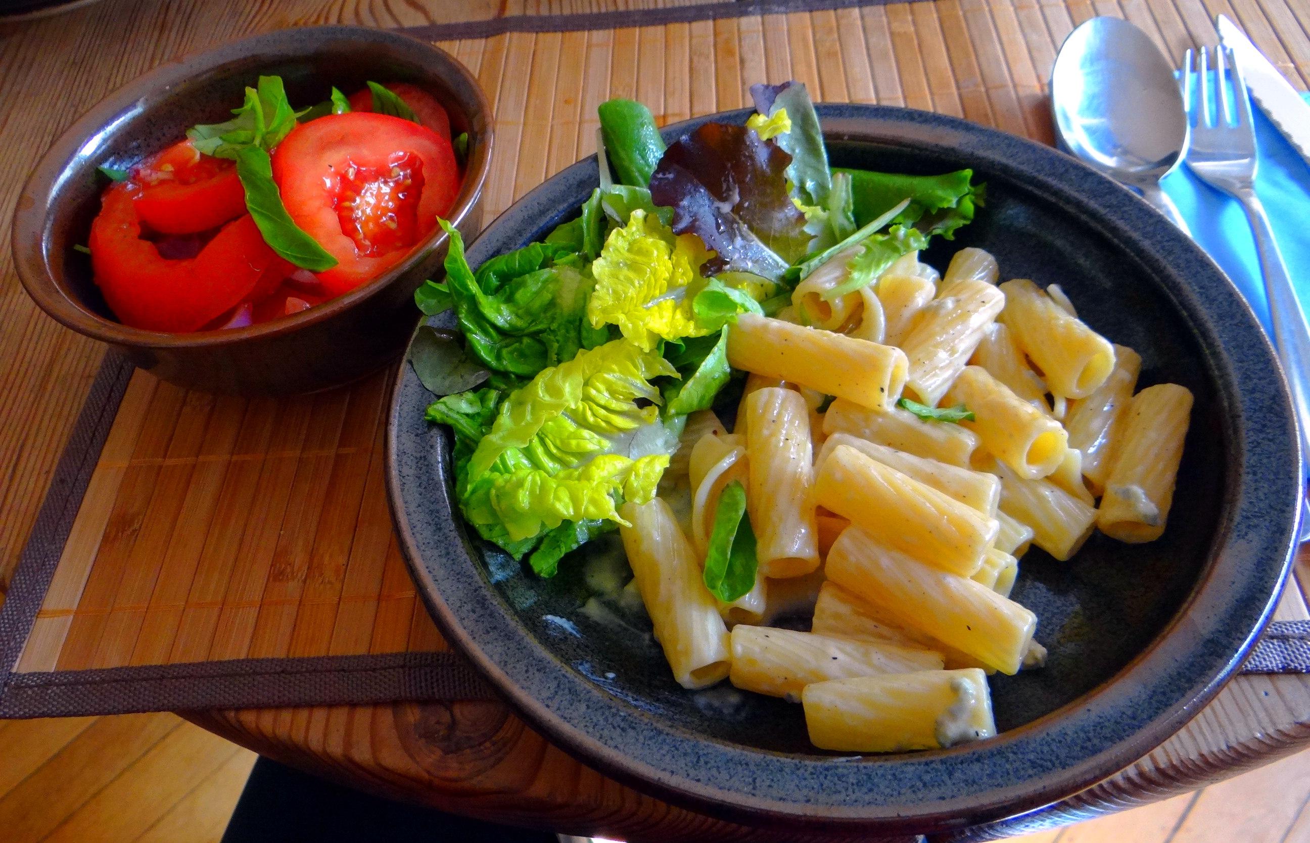 Rigatone,Gorgonzolasauce,Salate (1)
