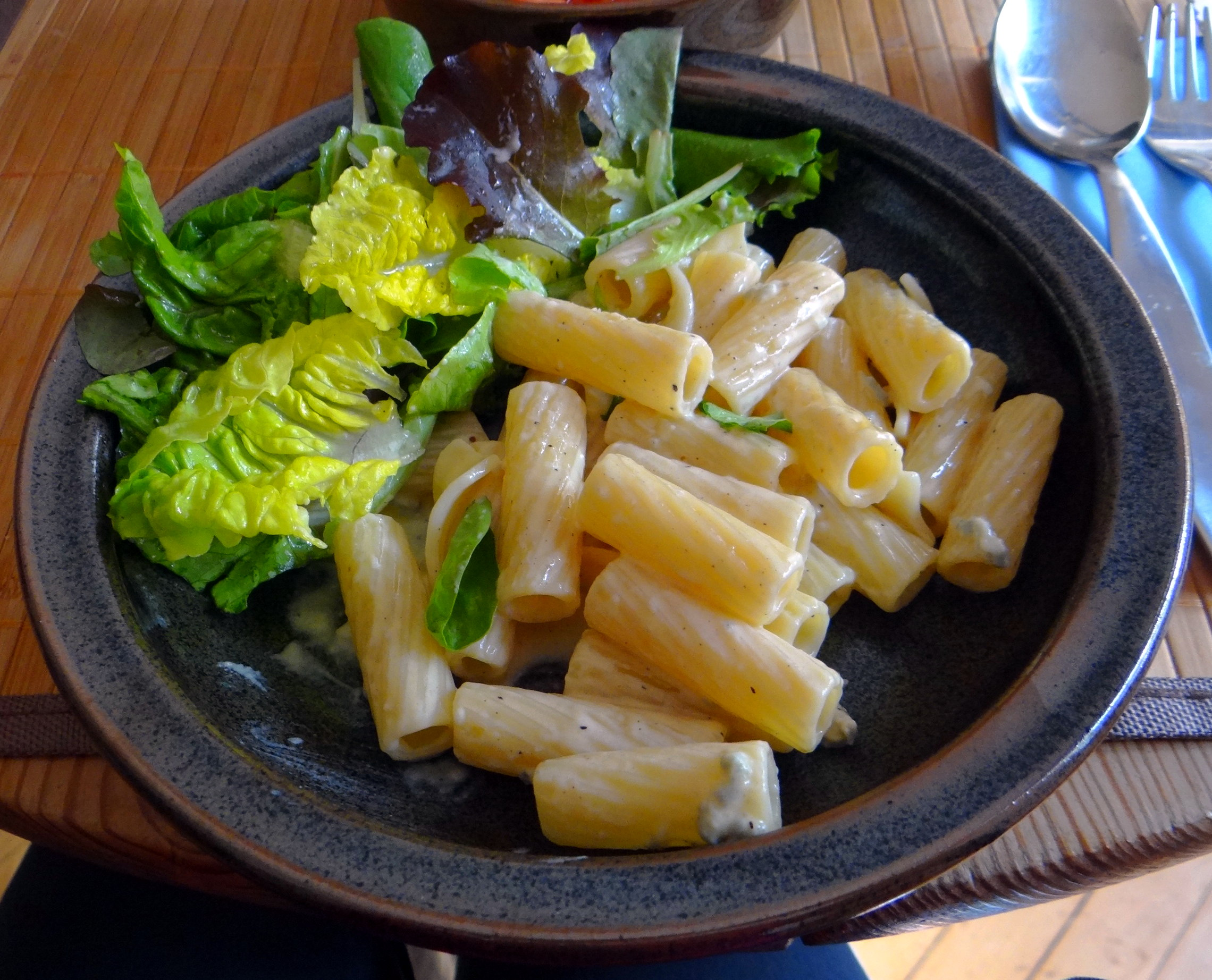 Rigatone,Gorgonzolasauce,Salate (2)