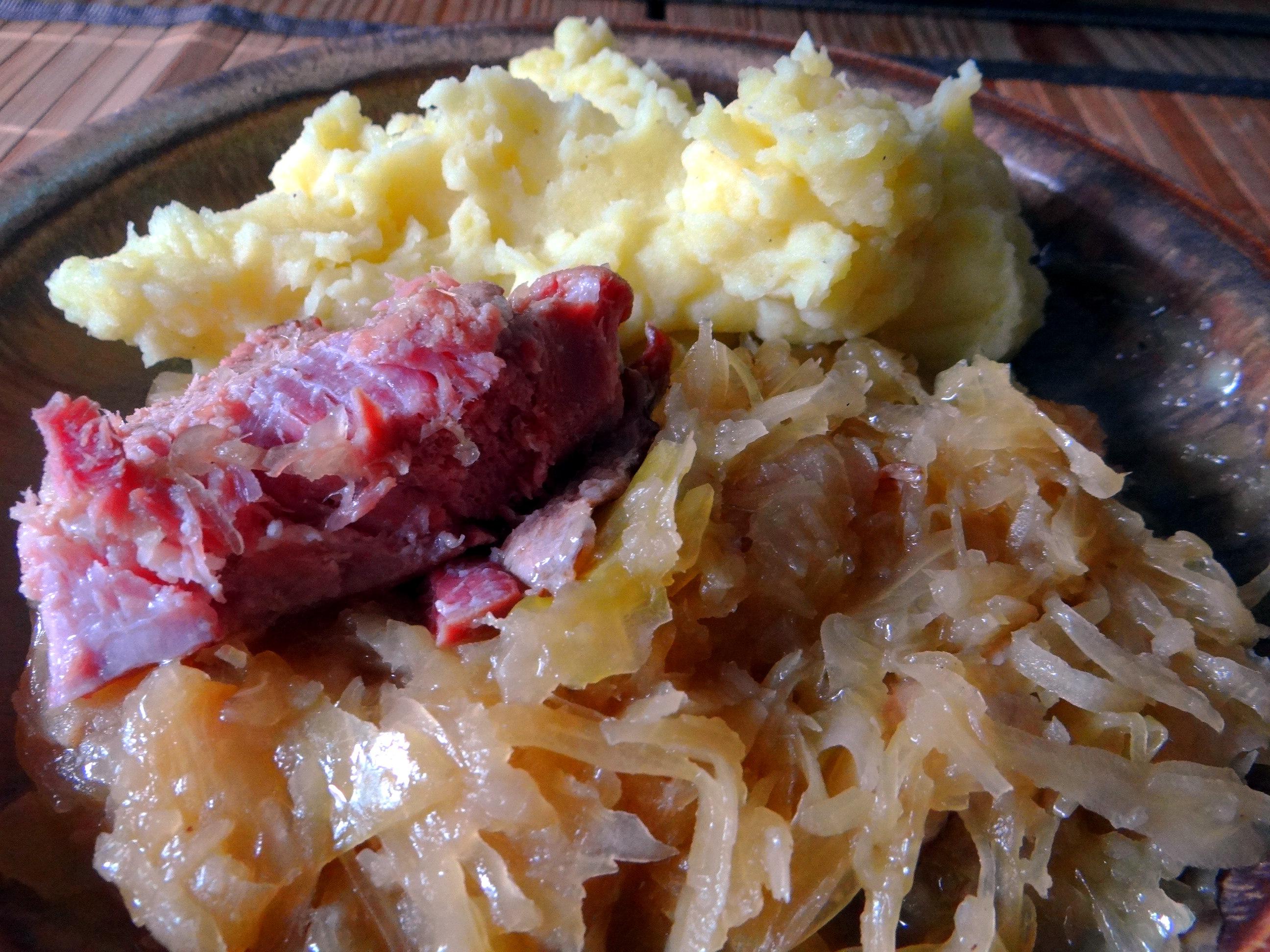 Sauerkraut,Kartoffelpü,Kassler,Dessert (3)