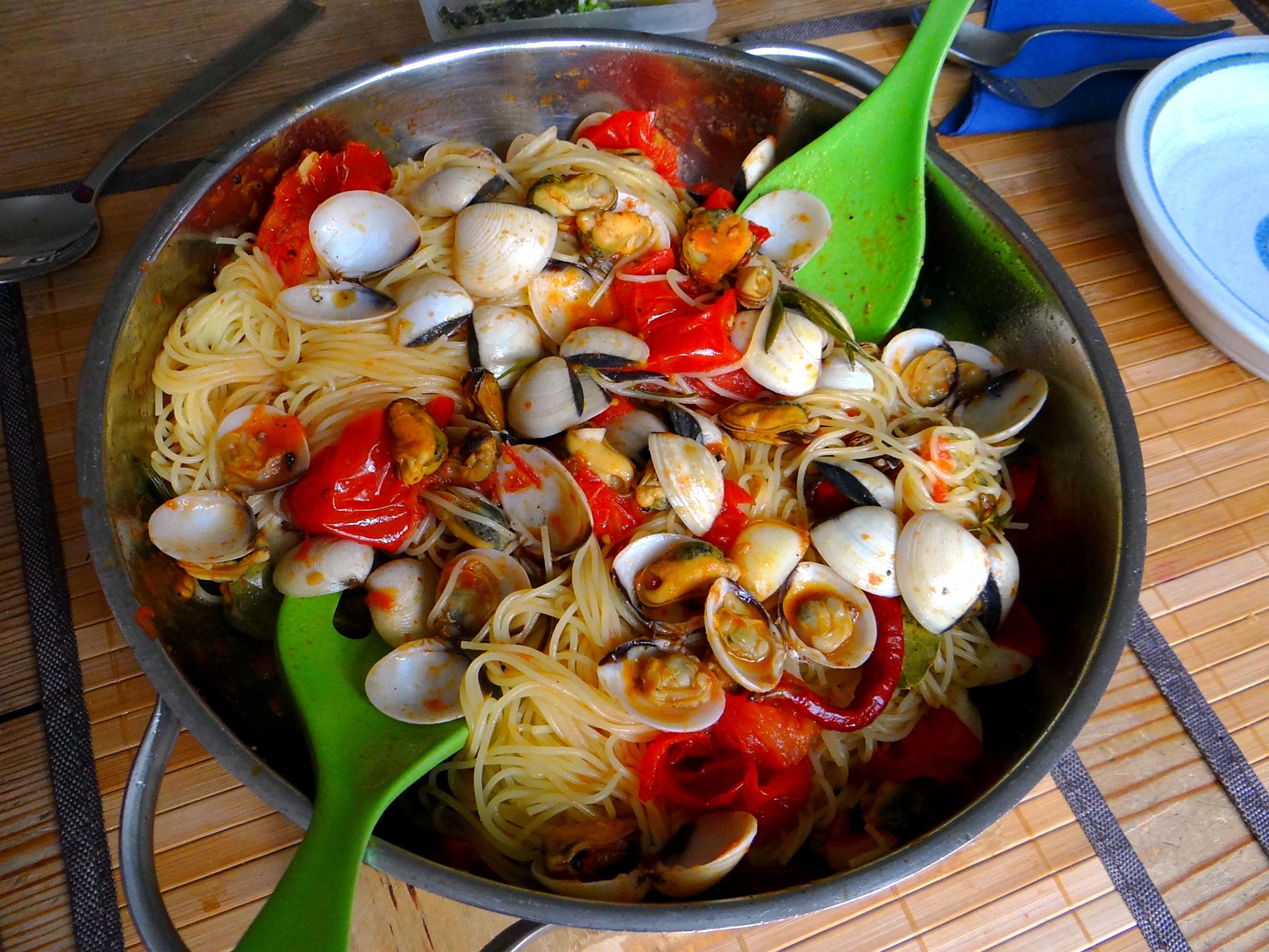Spaghetti mit zweierlei Muscheln,Apfelkompott (3)